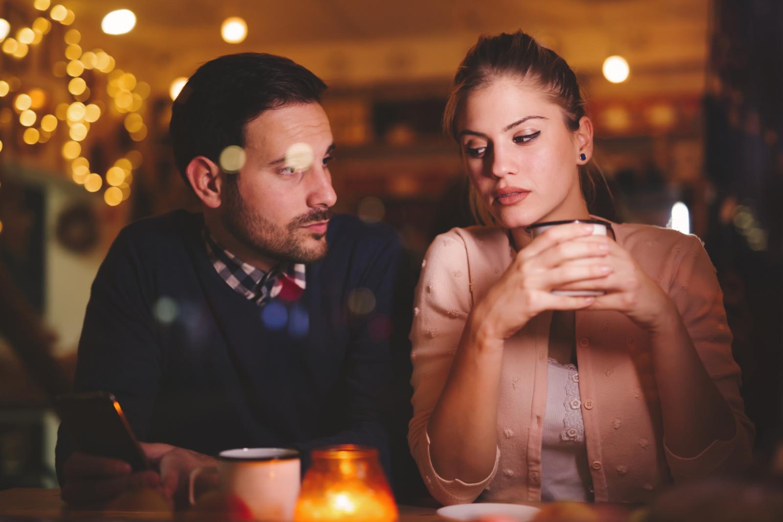 Gdje je taj prostor otvaranja u kojem smo još uvijek zaštitili intimu a ujedno smo dali dio sebe ljudima koji sjede s nama za stolom?
