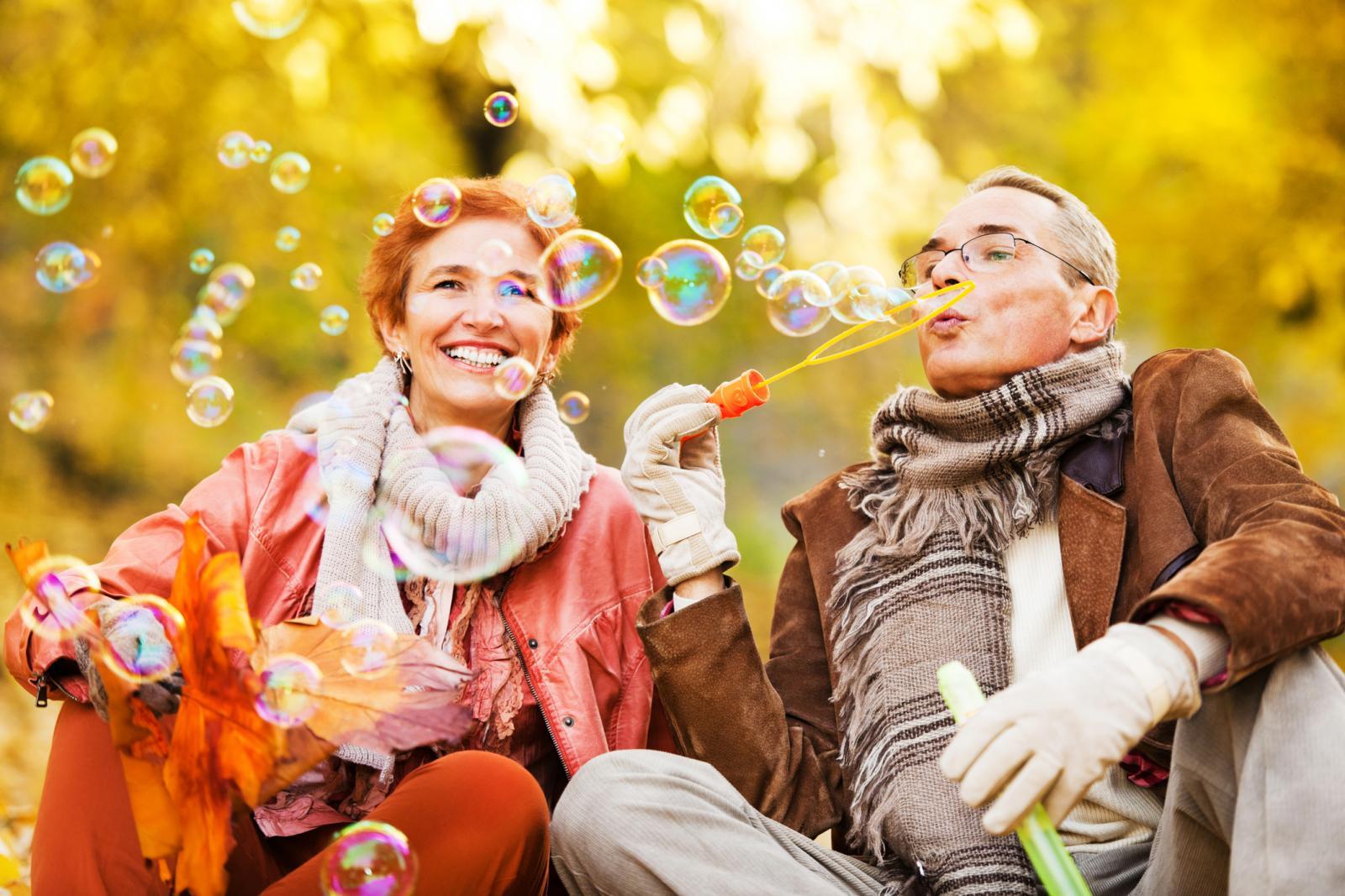 Smisao za humor nema veze s godinama. I zato se smijte dok vas trbuh ne zaboli.