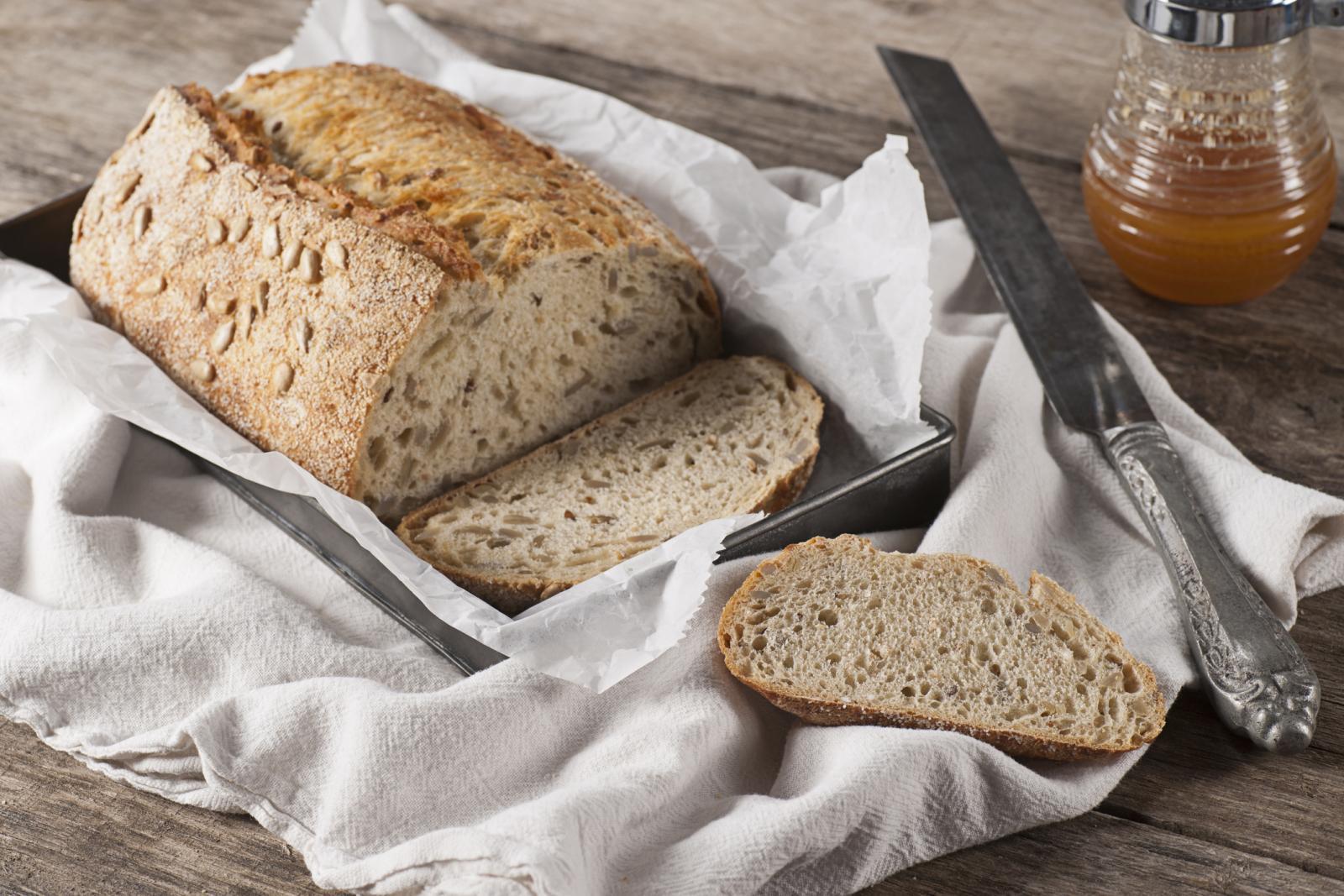Zdravi kruh koji zagovara Gundry sastoji se od usitnjenih sjemenki suncokreta, bundeve, sezama, zobenih pahuljica...