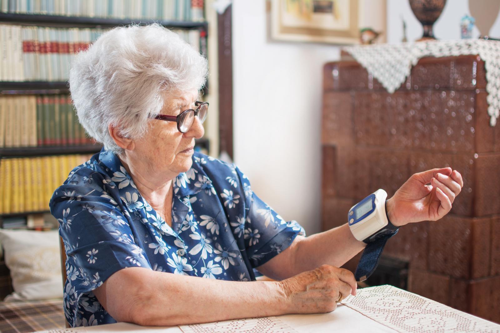 Ovo je prvi put da je dokazana povezanost između krvnog tlaka u kasnoj dobi i patoloških  promjena u mozgu.