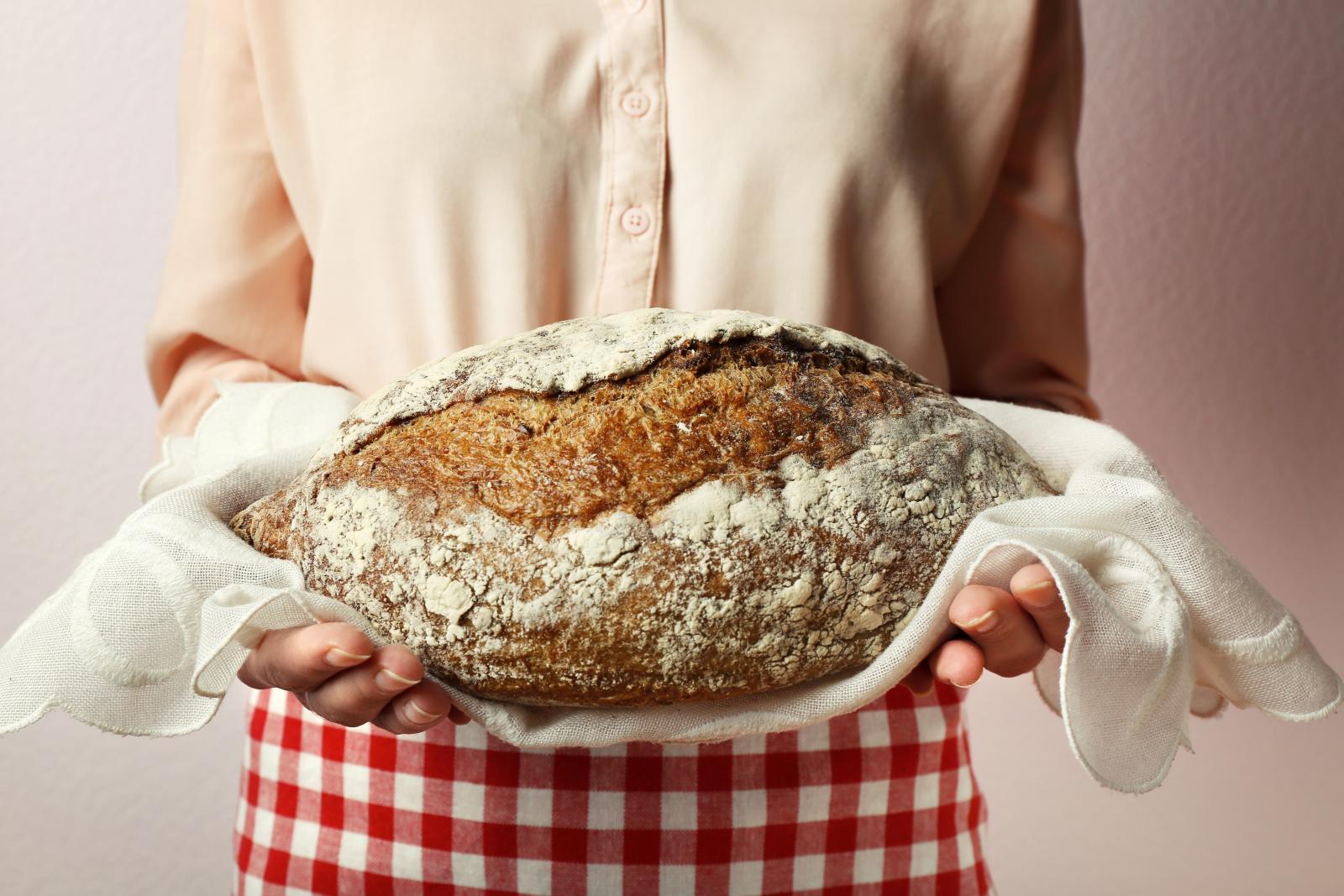 Znate ono kad je prošlo tek nekoliko sati otkasko ste kupili kruh, a već biste njime mogli otvarati orahe koliko je otvrdnuo? To možete spriječiti!