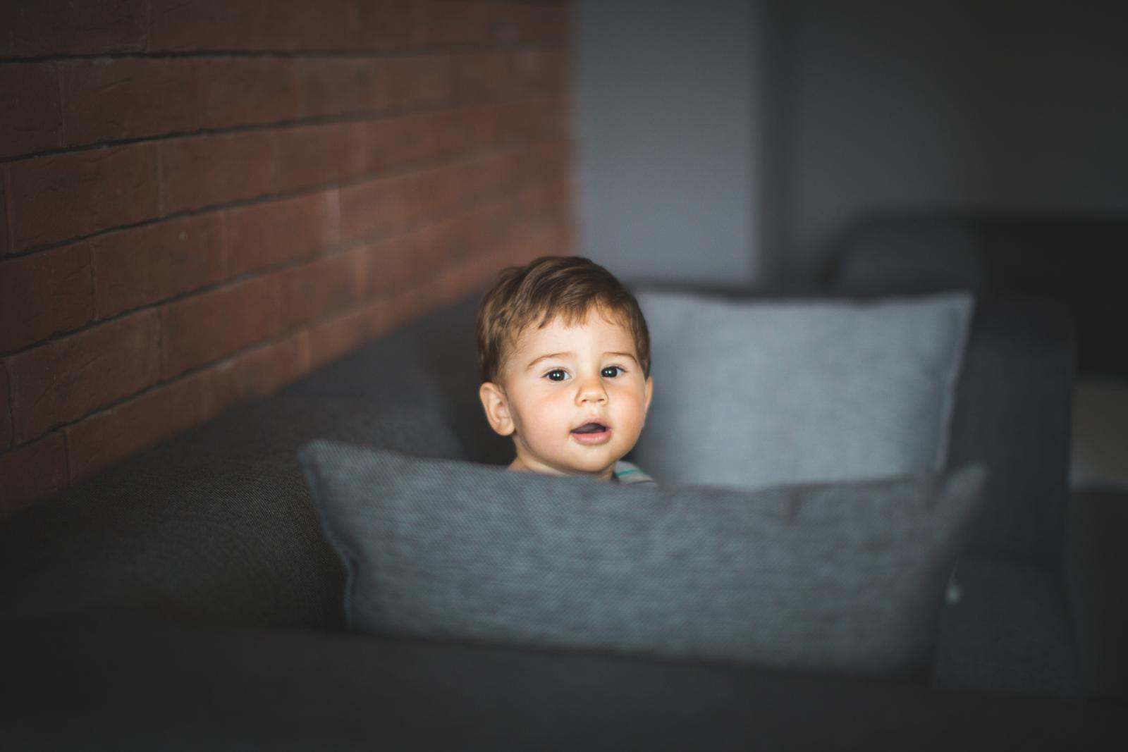 Pedijatrica je potvrdila ono što sam čitala - bebu ne treba siliti da sjedi. Ali, tu su opet bake i djedovi...