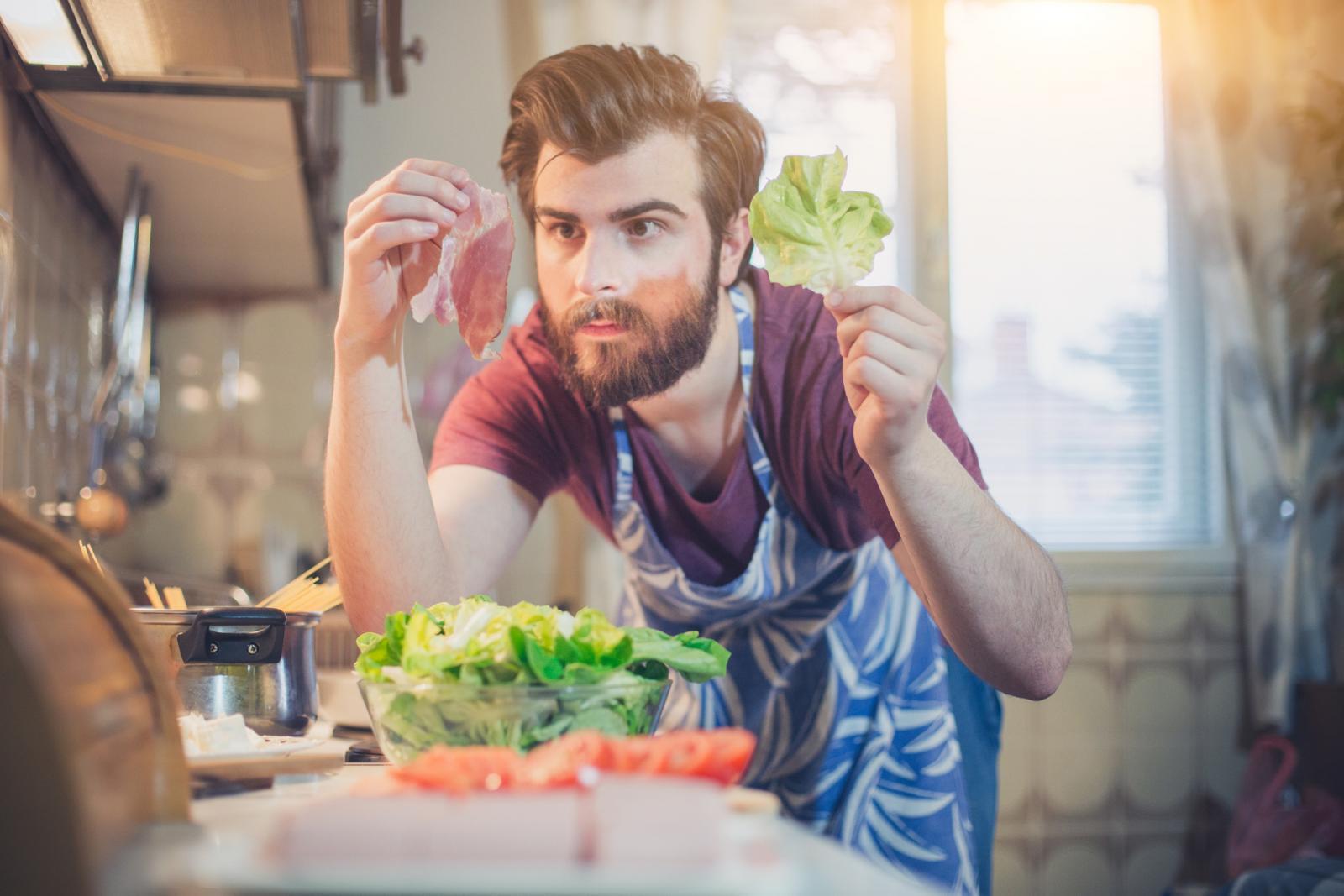 Mnogobrojne vrste salata i zelenog lisnatog povrća sadrže za zdravlje blagotvorne hranjive sastojke.