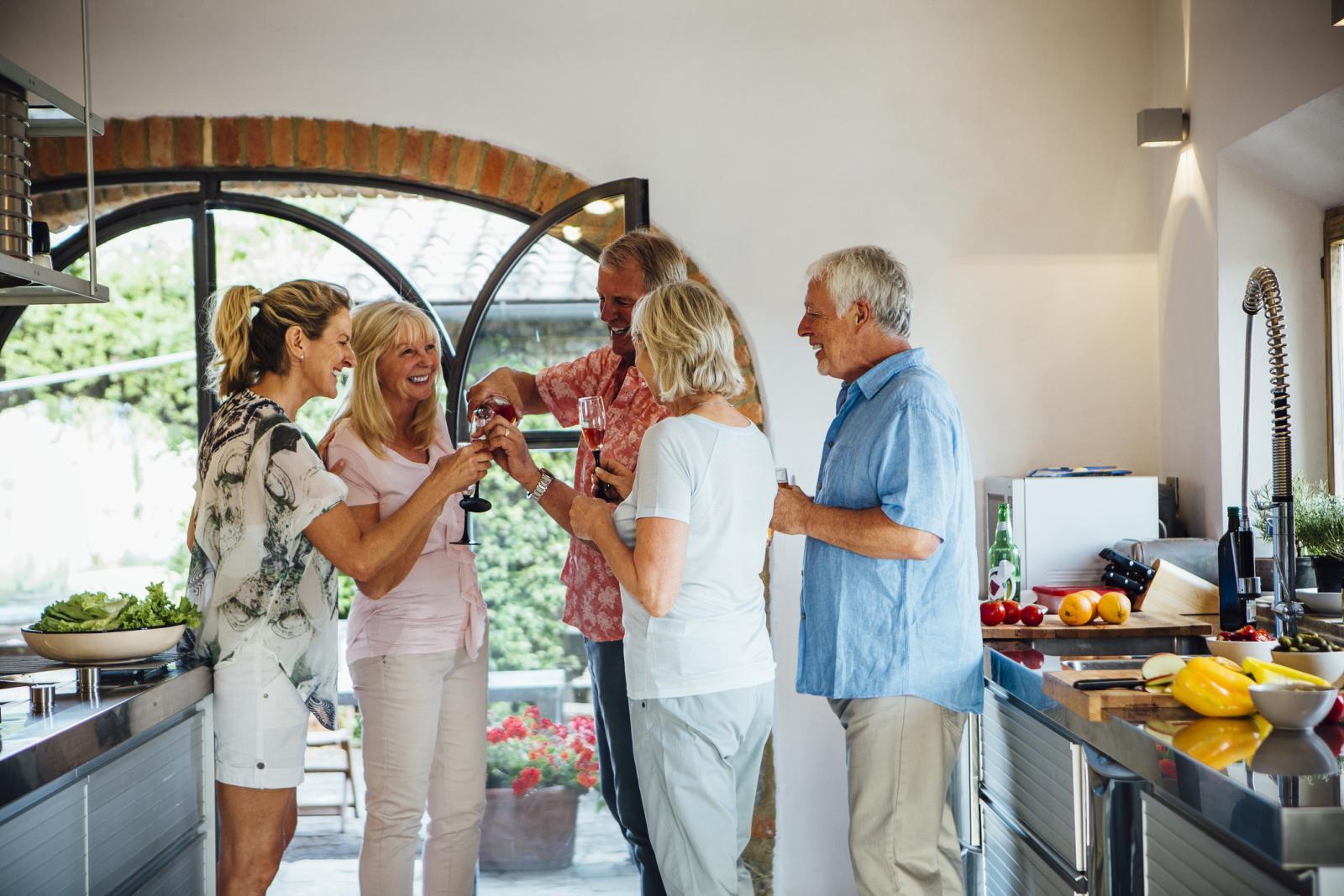 Što god se dogodilo, nemojte se izolirati od prijatelja i obitelji, oni su najveća podrška.
