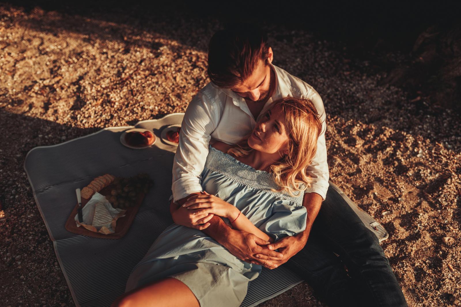 Na samom početku veze nas privuče partnerov šarm, karizma, način ophođenja prema nama i prividan interes za nas i druge.