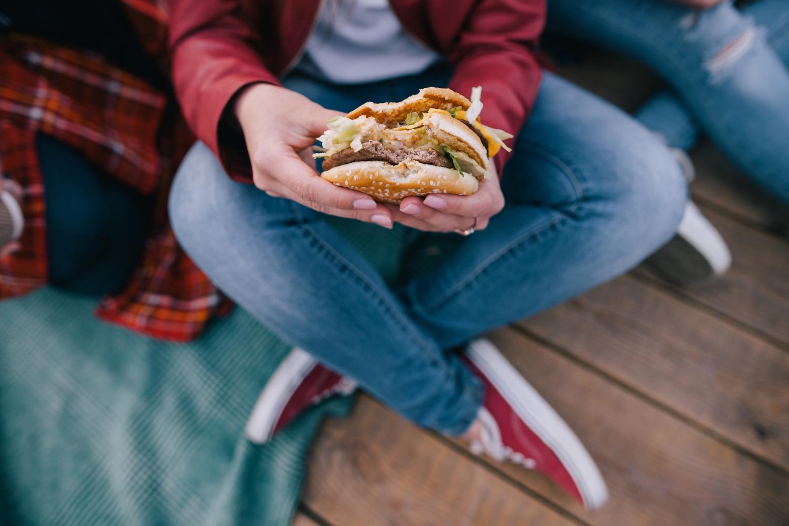 Samo lud može očekivati da će dijete nakon što potroši džeparac na brzu hranu, ručati varivo od mesa i povrća.