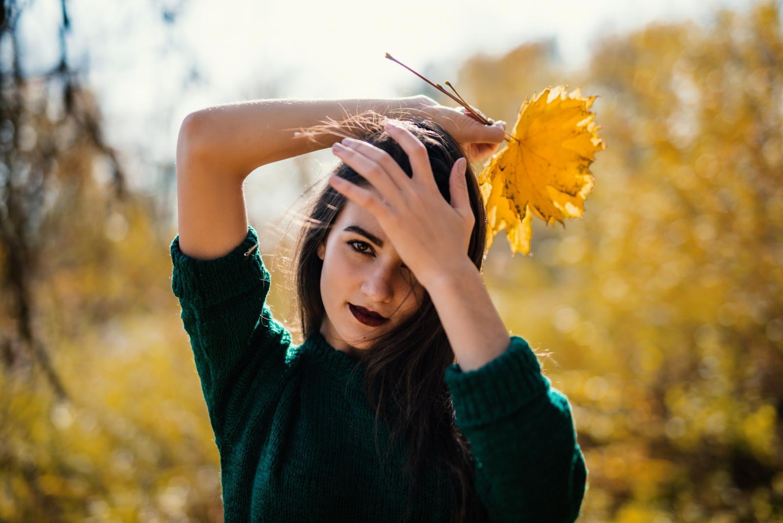 Dobri frizeri preporučuju raznolik program njege kose zato što stalna upotreba istog proizvoda može dovesti do zasićenosti na kosi i vlasištu. Biljni preparati stoga su uvijek dobrodošli.