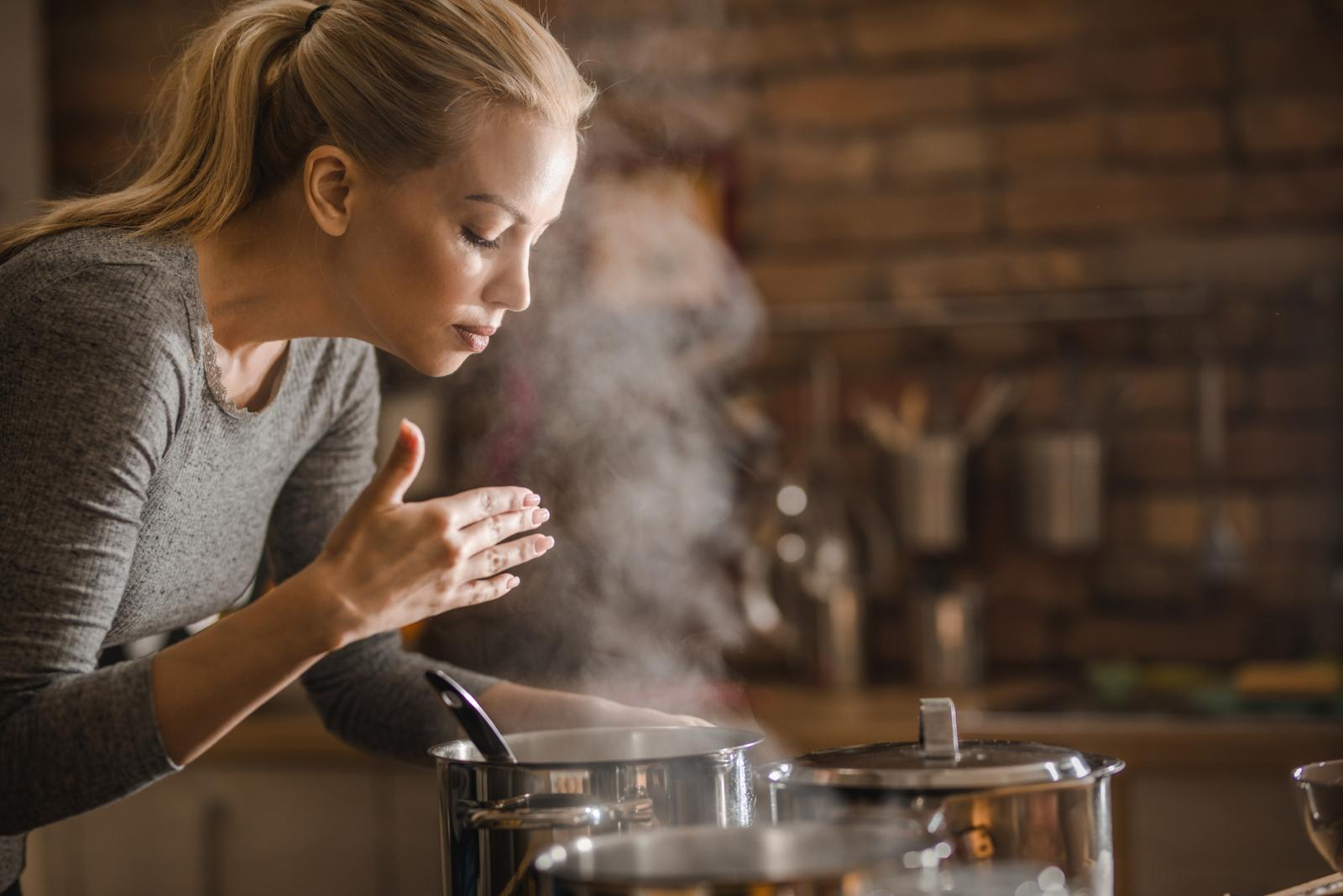 Uz meso su za dobru domaću juhu neophodni pravi pravcati celer, peršin, luk i mrkva.