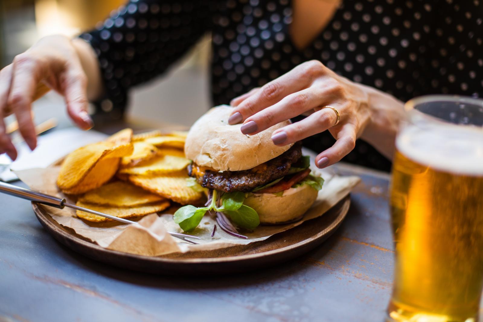 Možte li namirisati ovaj burger? Izmamiti iz sjećanja miris pečenog mljevenog mesa i hamburger peciva?