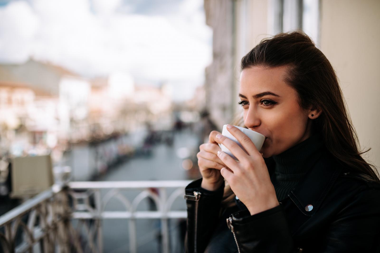 Zeleni čaj, naročito u većim količinama, može pogoršati stanje kod proljeva, glaukoma i poremećaja krvarenja.