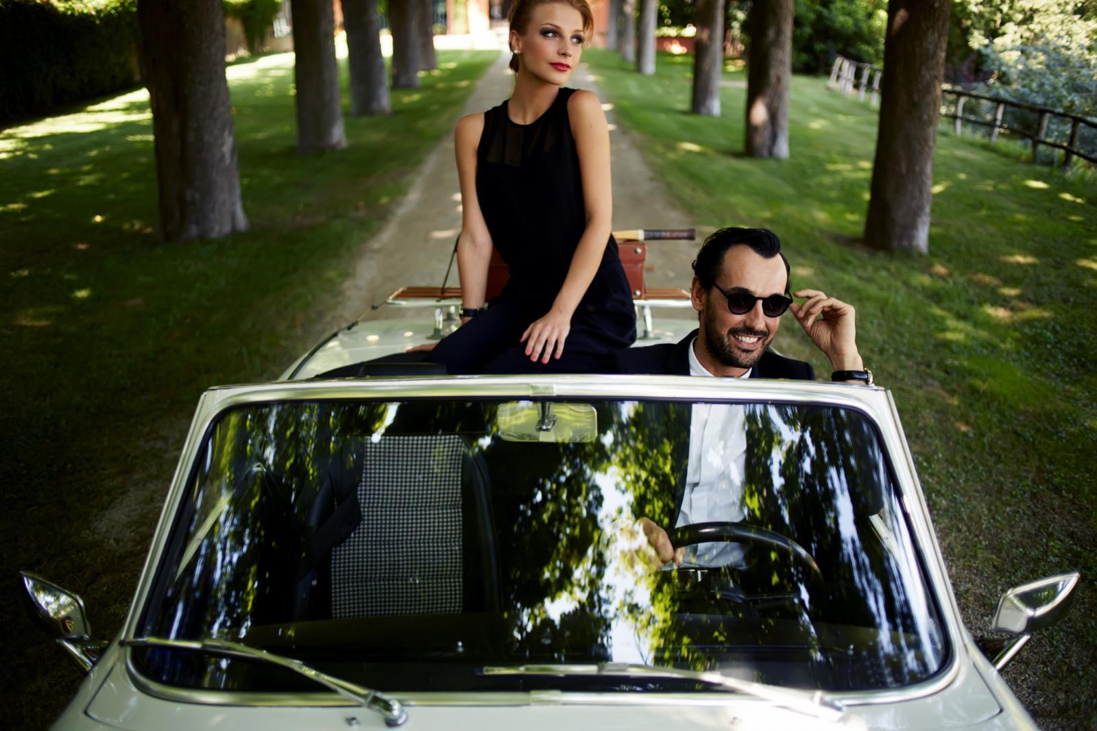 Kod muškaraca bijesni automobil, kod žena odjednom potreba za slobodom i emancipacijom, za traženjem i dobrim izgledom...