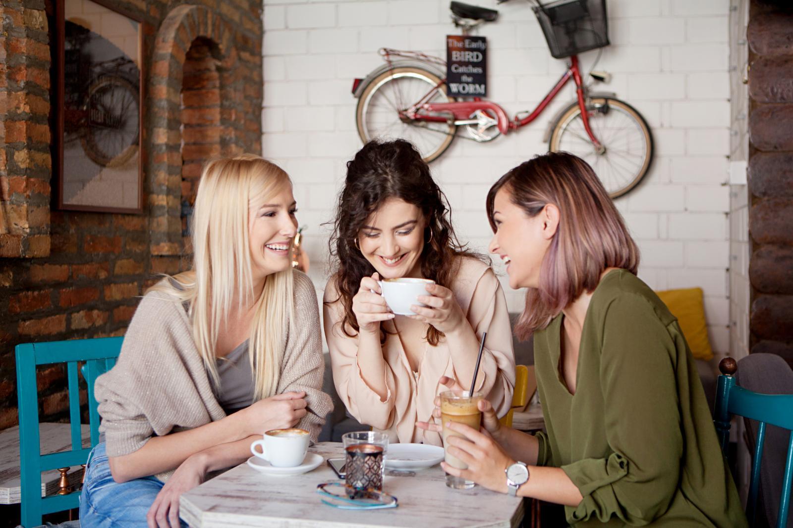 Ne bi li bilo divno uživati u dobrom društvu i kavici, dok netko drugi obavlja posao za vas...
