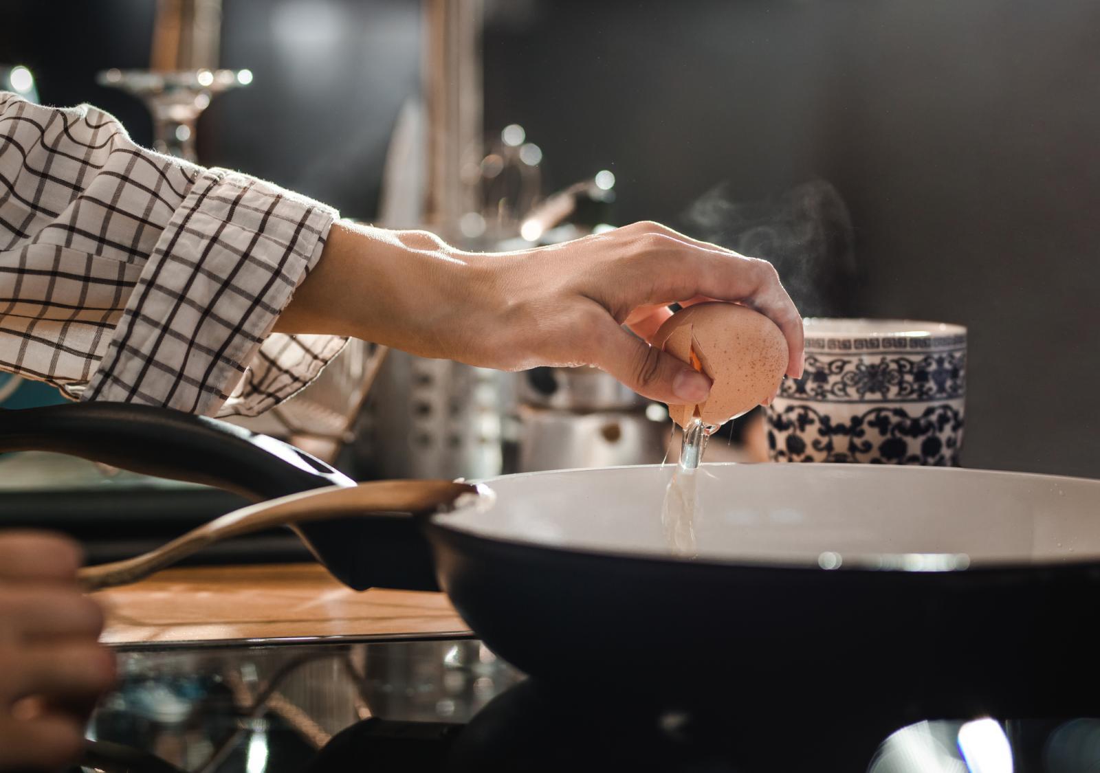 Opreza nikad dosta! Izbjegavajte pripremu jela i slastica od termički neobrađenih ili nedovoljno obrađenih jaja.