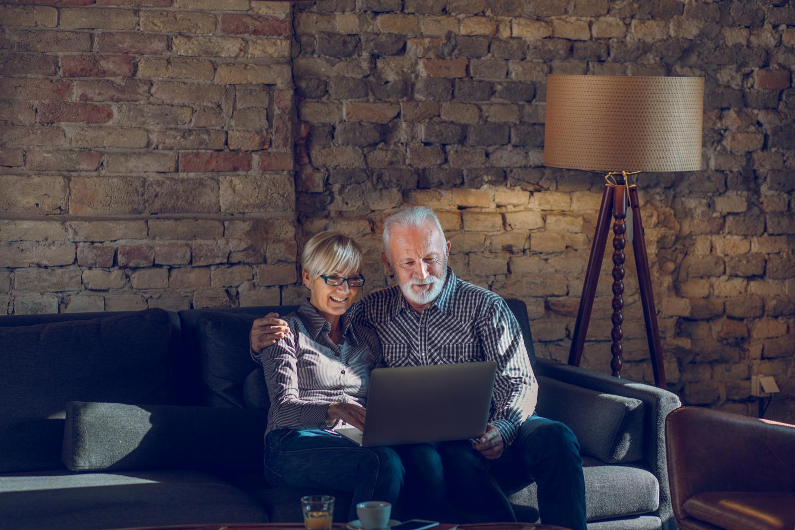 Rak jetre se javlja češće u muškaraca nego u žena, te u osoba starijih od 60 godina.