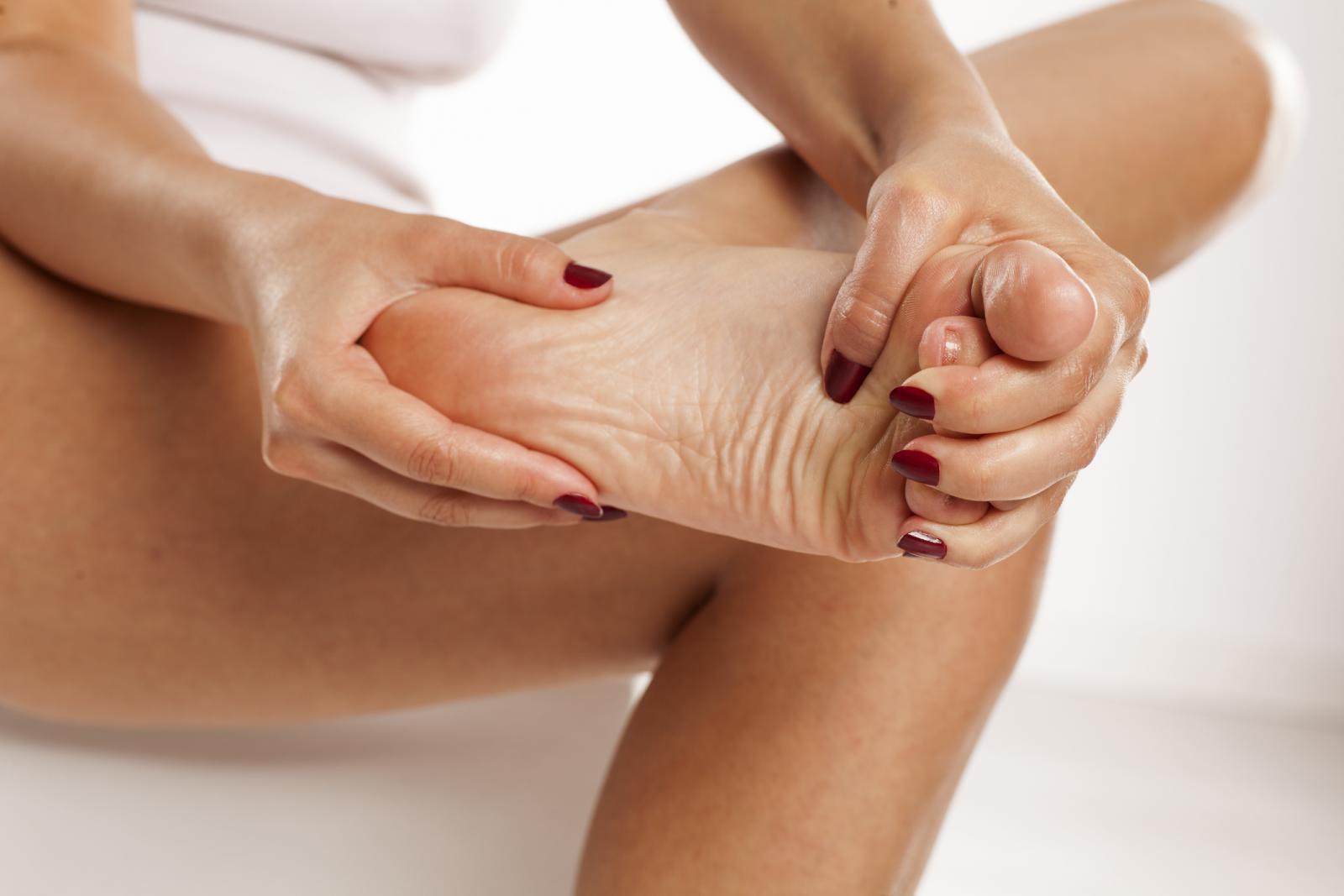 Osjećate li trnce u prstima stopala i tupu bol cijelom dužine noge?