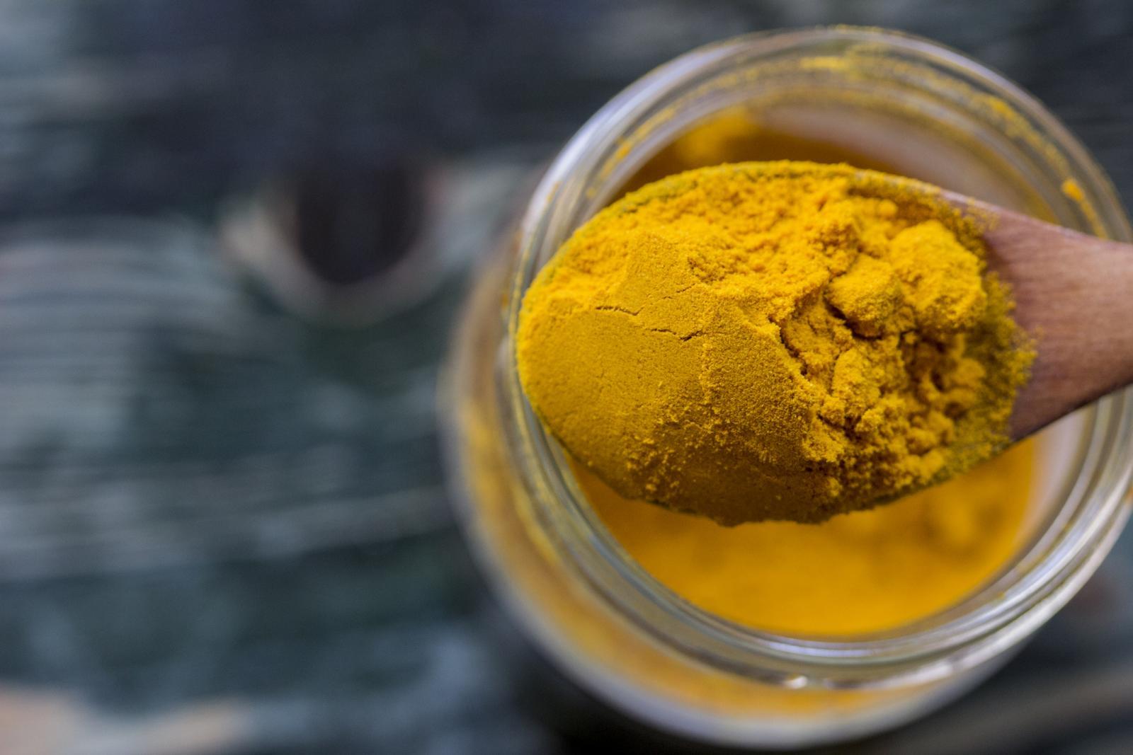 Kurkuma se najčešće koristi kao dodatak prehrani zbog svoje ugodne blage arome i egzotične žute boje.