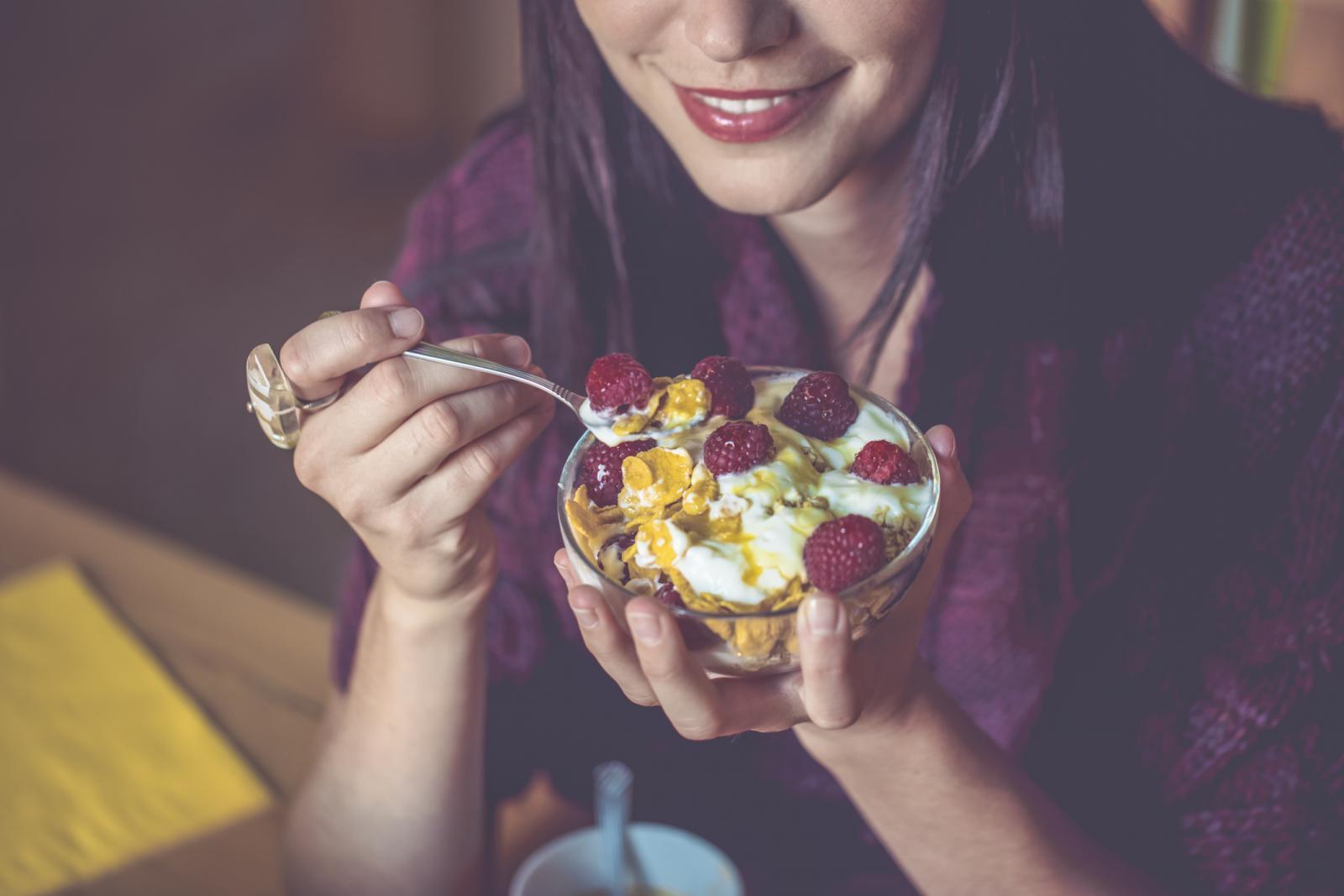 Jeste li znali da su maline i različite žitne pahuljice kombinacija za čistu peticu?