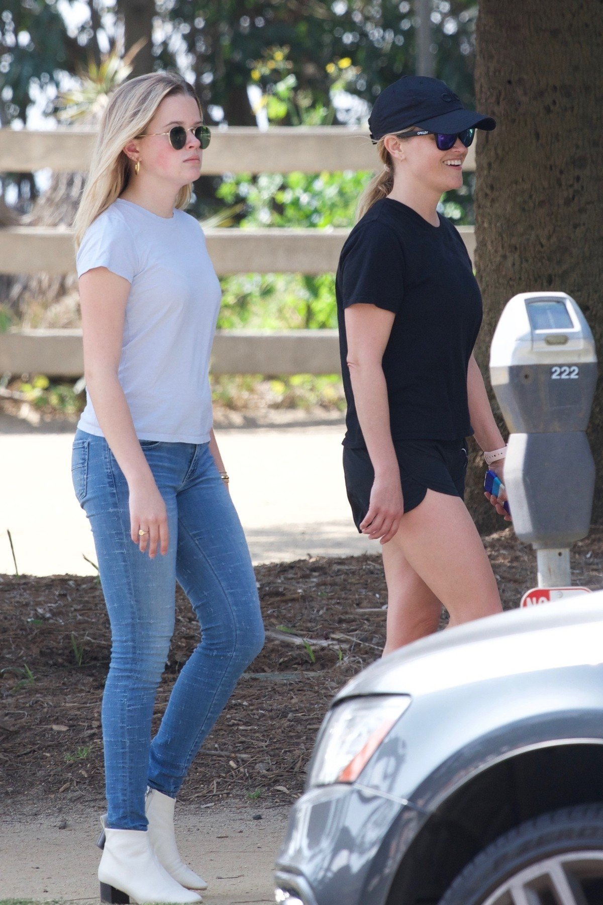 Los Angeles, CA  - *EXCLUSIVE*  - Reese Witherspoon and her kids at the LA marathon to cheer husband and daddy Jim Toth who is running today. The actress and supermommy is happy to spend time with each of her children on a sunny day like this.  Pictured: Reese Witherspoon, Ava Phillippe  BACKGRID USA 24 MARCH 2019, Image: 421958709, License: Rights-managed, Restrictions: , Model Release: no, Credit line: Profimedia, Backgrid USA