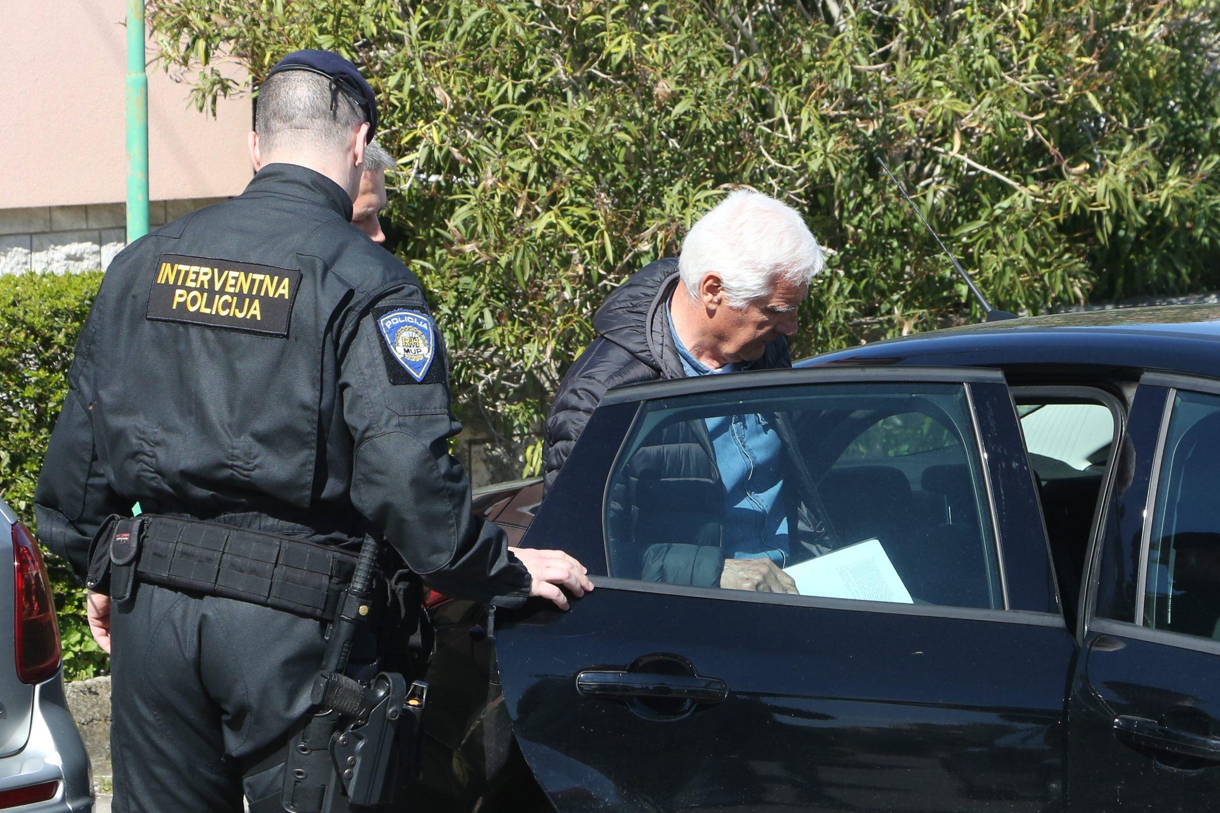 Interventna policija privodi bivšeg čelnika Uljanika Antona Brajkovića