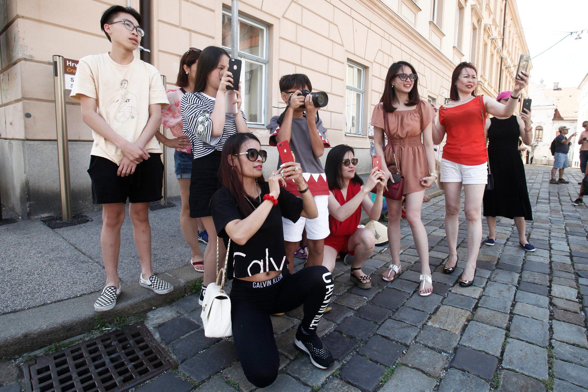 Turisti u razgledavanju Gornjeg grada u Zagrebu