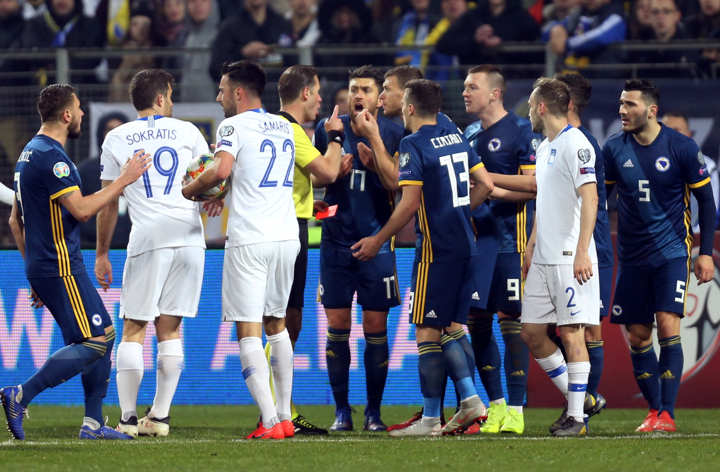 Soccer Football - Euro 2020 Qualifier - Group J - Bosnia and Herzegovina v Greece - Bilino Polje Stadium, Zenica, Bosnia and Herzegovina - March 26, 2019  Bosnia and Herzegovina players appeal to the referee as Bosnia and Herzegovina's Edin Dzeko is sent off  REUTERS/Dado Ruvic