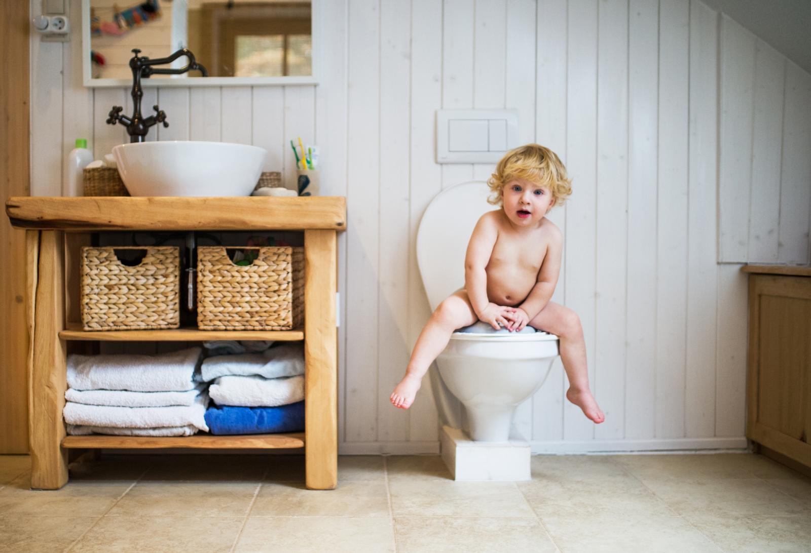 Problem se najčešće rješava tako da djetetu ponudite pozitivno iskustvo, a to je izlazak stolice bez boli.