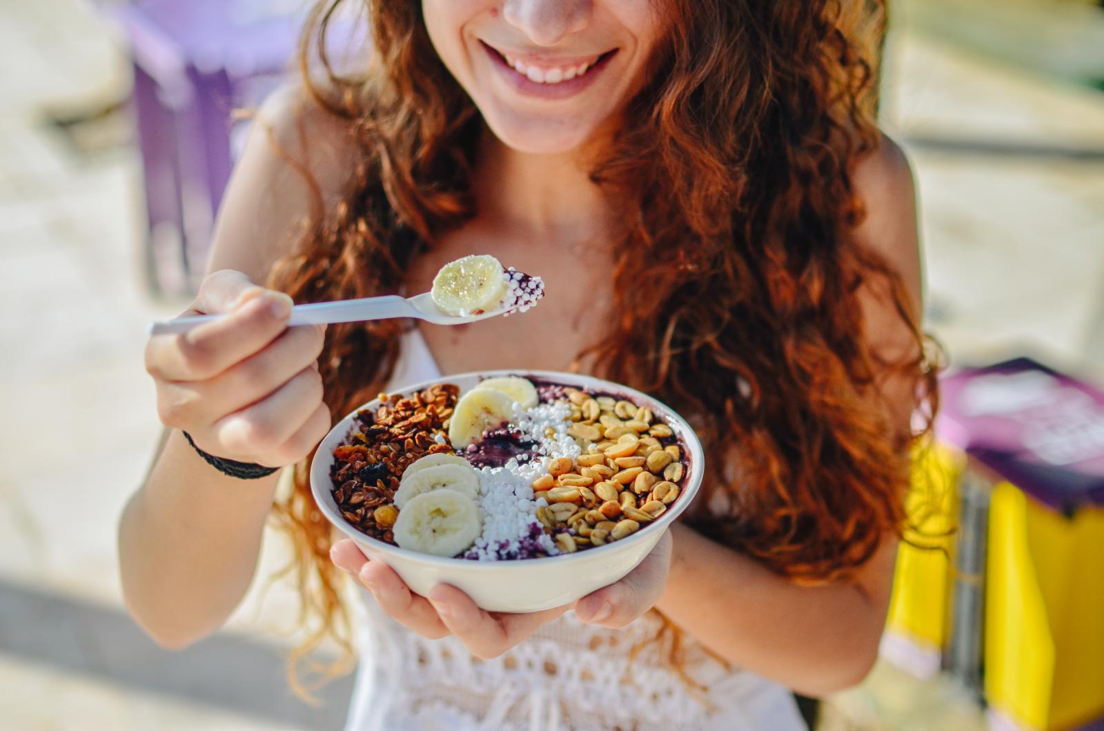 Zašto ne skuhati zobene pahuljice na mlijeku i dodati im voće, sjemenke, začine…?