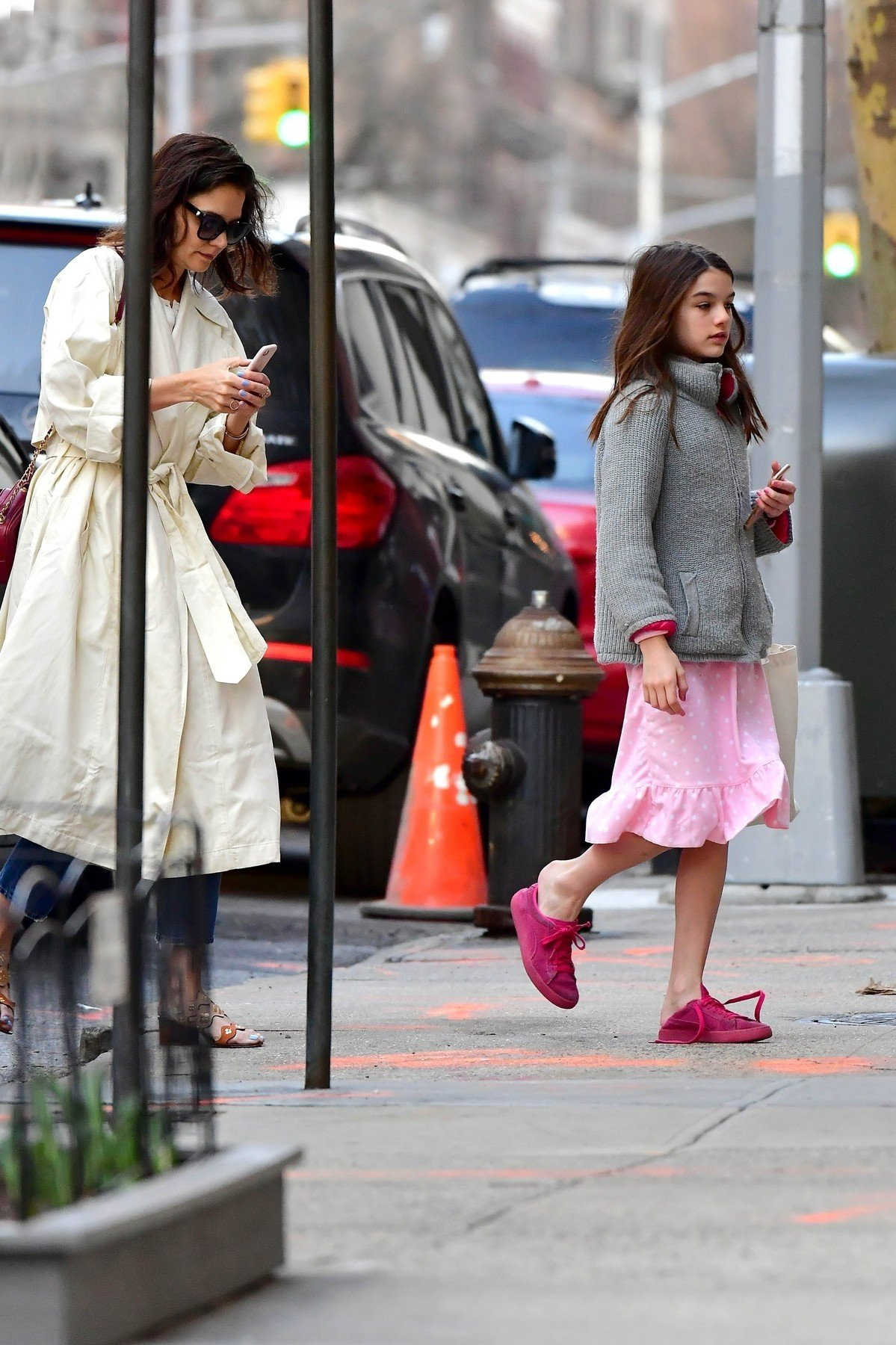 ** RIGHTS: WORLDWIDE EXCEPT IN FRANCE, GERMANY, POLAND ** New York, NY  - *EXCLUSIVE*  - While Jamie Foxx is in town, Katie Holmes and Suri  Cruise are pictured arriving home at 7:30am!  Suri looks tired as she makes her way into the apartment after the two arrived home early this morning in a yellow cab.  Pictured: Katie Holmes, Suri Cruise  BACKGRID USA 28 MARCH 2019, Image: 422899489, License: Rights-managed, Restrictions: , Model Release: no, Credit line: Profimedia, Backgrid USA