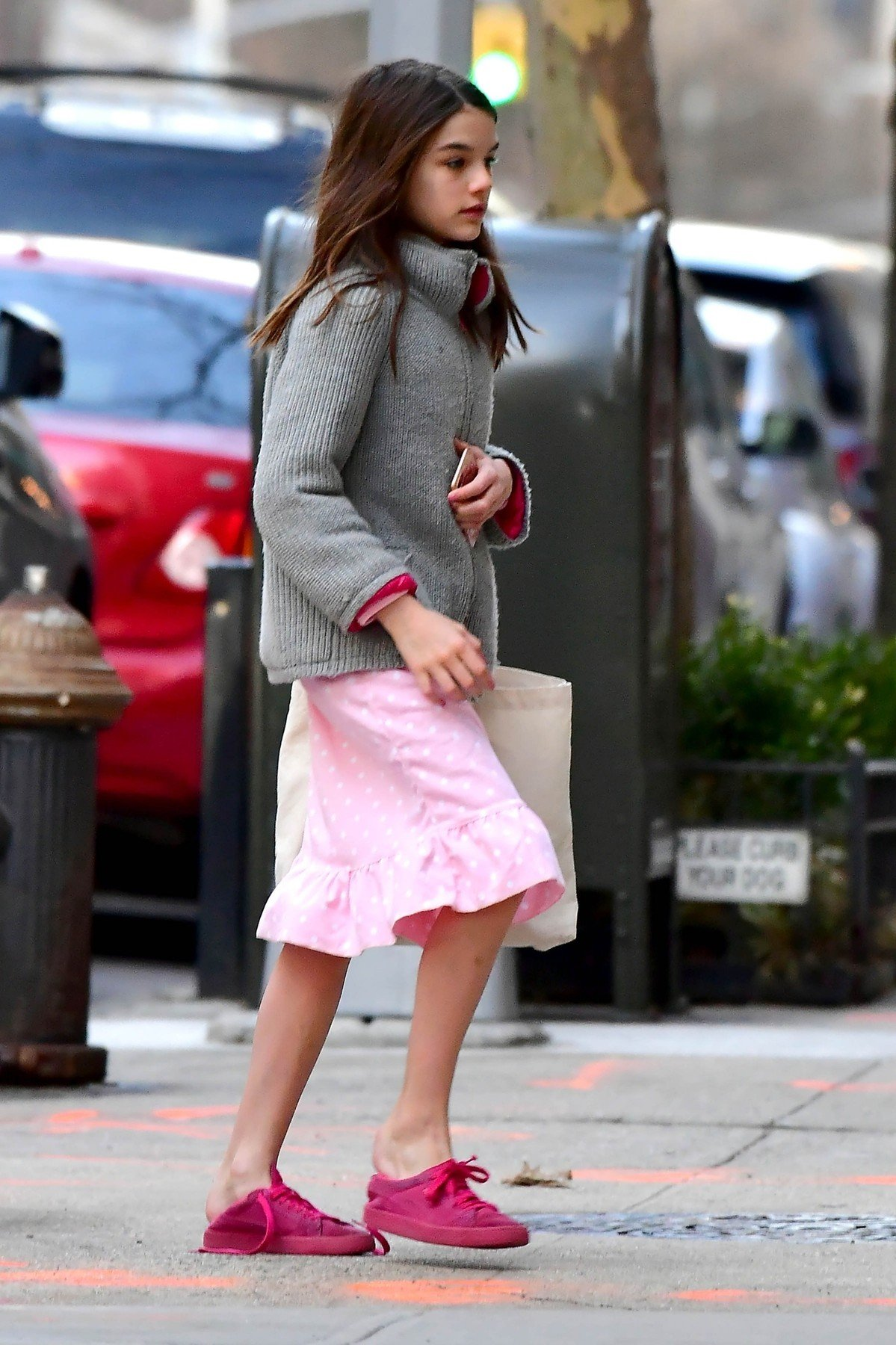 ** RIGHTS: WORLDWIDE EXCEPT IN FRANCE, GERMANY, POLAND ** New York, NY  - *EXCLUSIVE*  - While Jamie Foxx is in town, Katie Holmes and Suri  Cruise are pictured arriving home at 7:30am!  Suri looks tired as she makes her way into the apartment after the two arrived home early this morning in a yellow cab.  Pictured: Suri Cruise  BACKGRID USA 28 MARCH 2019, Image: 422899503, License: Rights-managed, Restrictions: , Model Release: no, Credit line: Profimedia, Backgrid USA