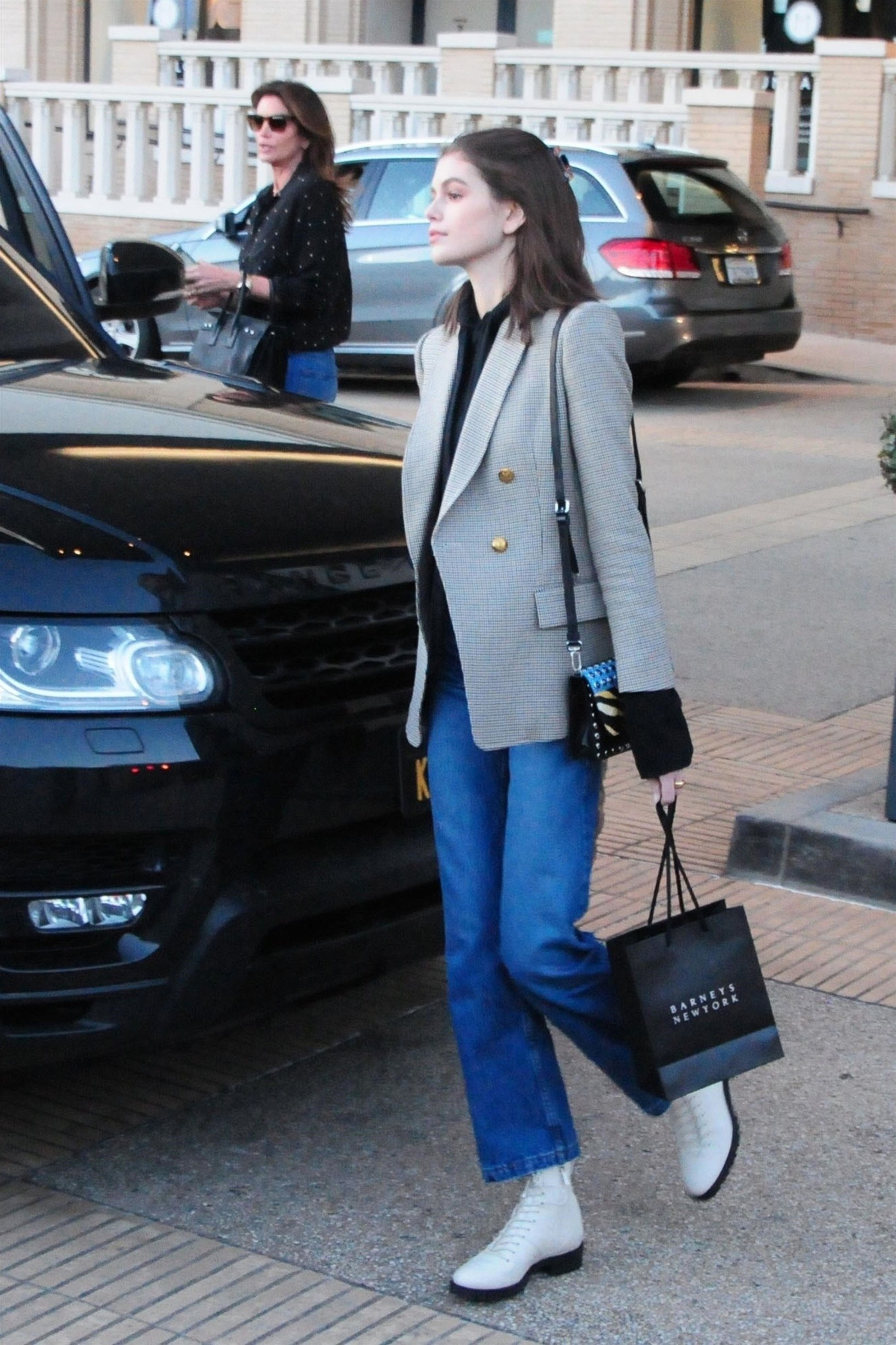 Beverly Hills, CA  - *EXCLUSIVE*  - Model Cindy Crawford and her daughter Kaia Gerber spend a girls day shopping at Barneys New York in Beverly Hills. Kaia was all smiles as the pair waited for their car at valet.  Pictured: Cindy Crawford, Kaia Gerber    *UK Clients - Pictures Containing Children Please Pixelate Face Prior To Publication*, Image: 412263290, License: Rights-managed, Restrictions: , Model Release: no, Credit line: Profimedia, Backgrid USA
