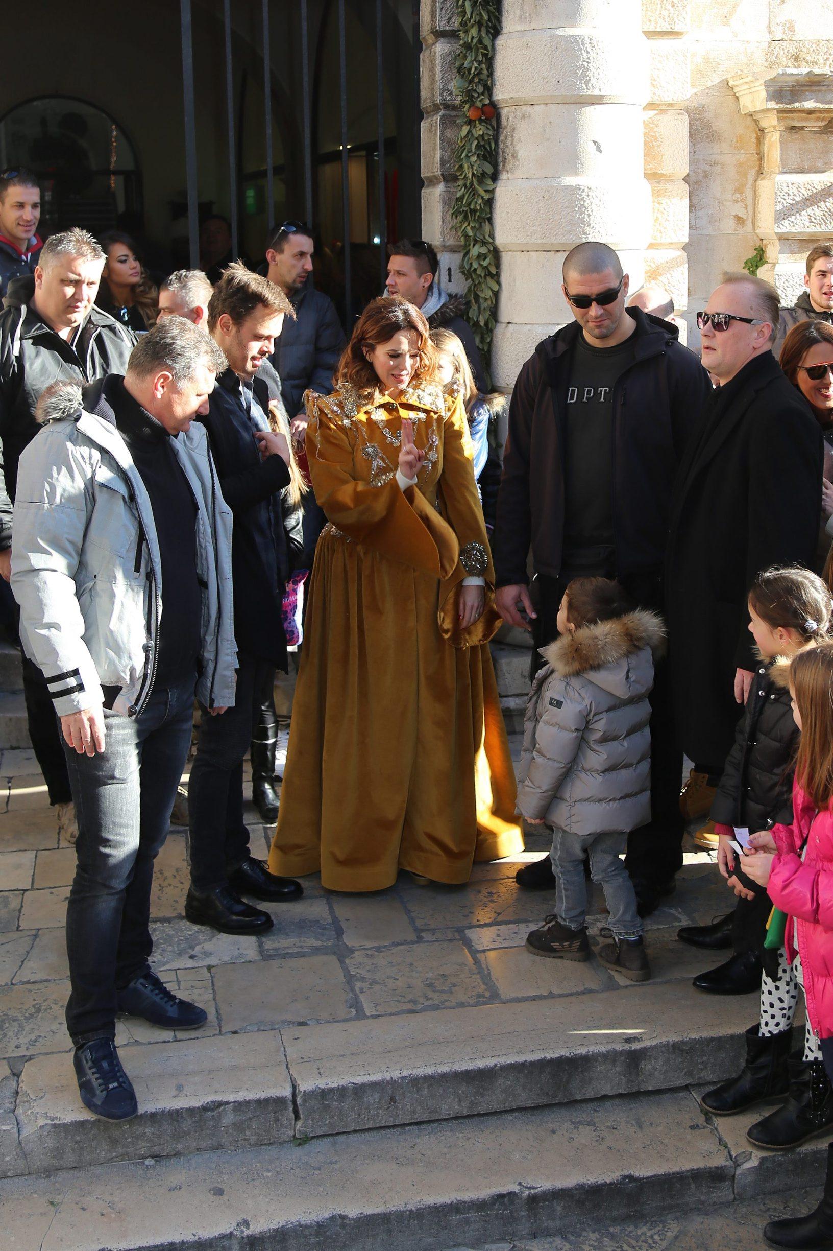 Dubrovnik, 311215. Kao uvertira u vecerasnji docek Nove godine na prepunom Stradunu odrzan je Djecji docek Nove godine na kojem je najmladju publiku zabavljala Severina Vuckovic. Foto: Niksa Duper / CROPIX