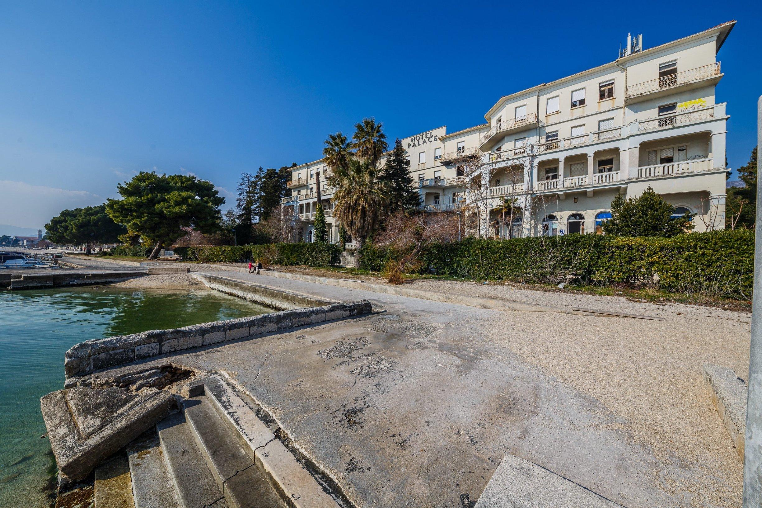 b92: Hrvatska plaža otvorena samo za vakcinisane Kastela_palace8-200219