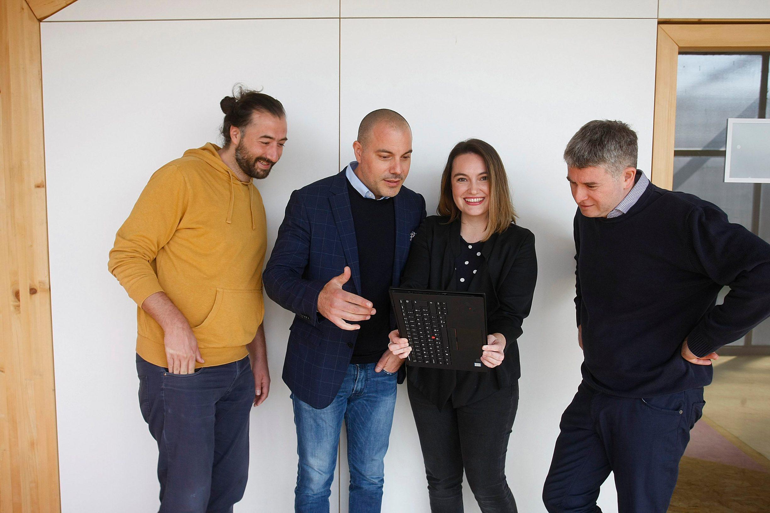 Vanja Andrić, Ana Marinović, Zoran Birimša i Ratko Knežević, tim iz startupa Omolab i investitor: Dosad su na Funderbeamu prikupili 230 tisuća eura, a oko 50 posto su ulagači iz inozemstva