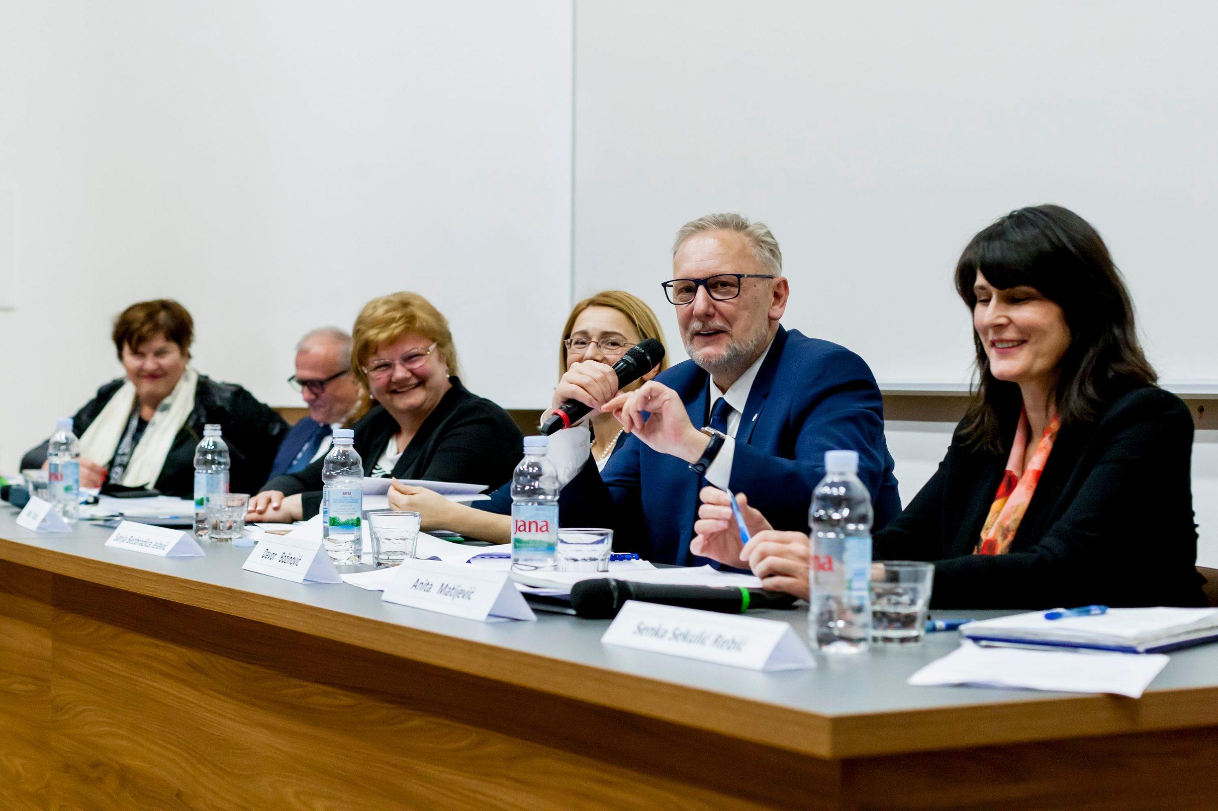(s lijeva na desno) Ljubica Matijević Vrsaljko, Dražen Bošnjaković, Nada Murganić, Sanja Bezbradica Jelavić, Davor Božinović, Anita Matijević