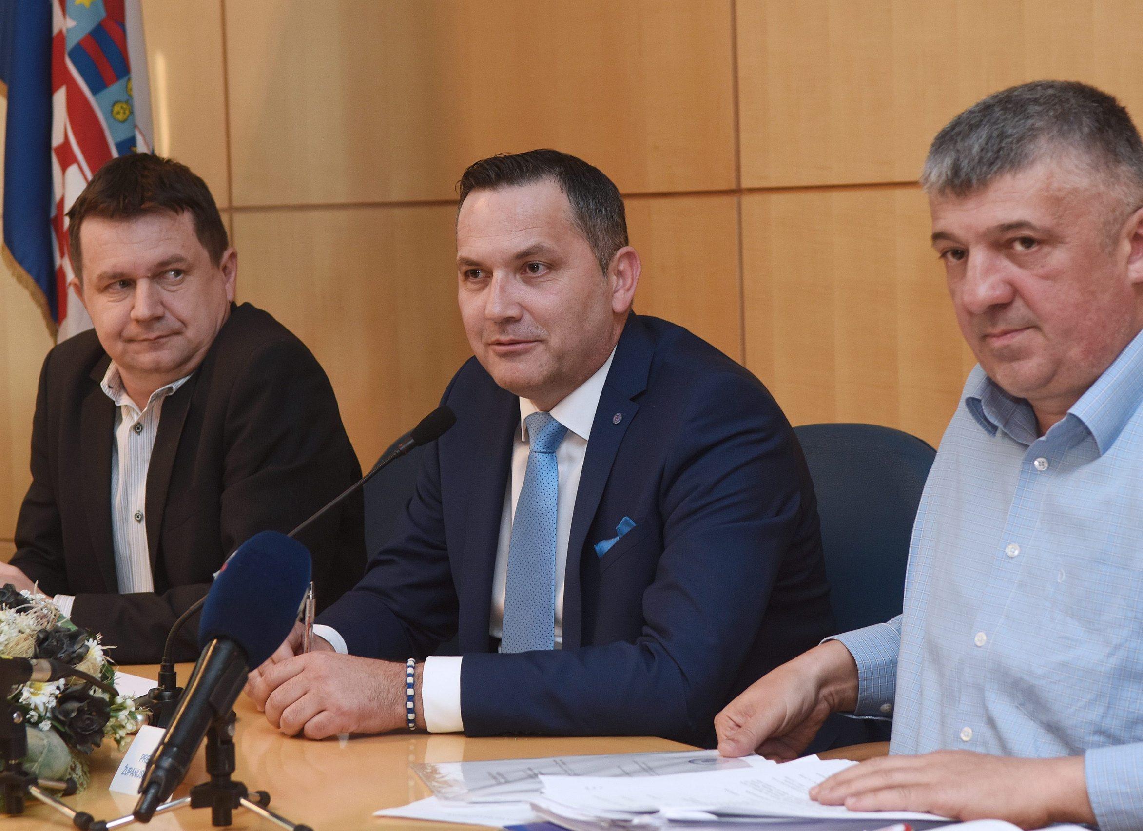 Marijan Kustić (u sredini)