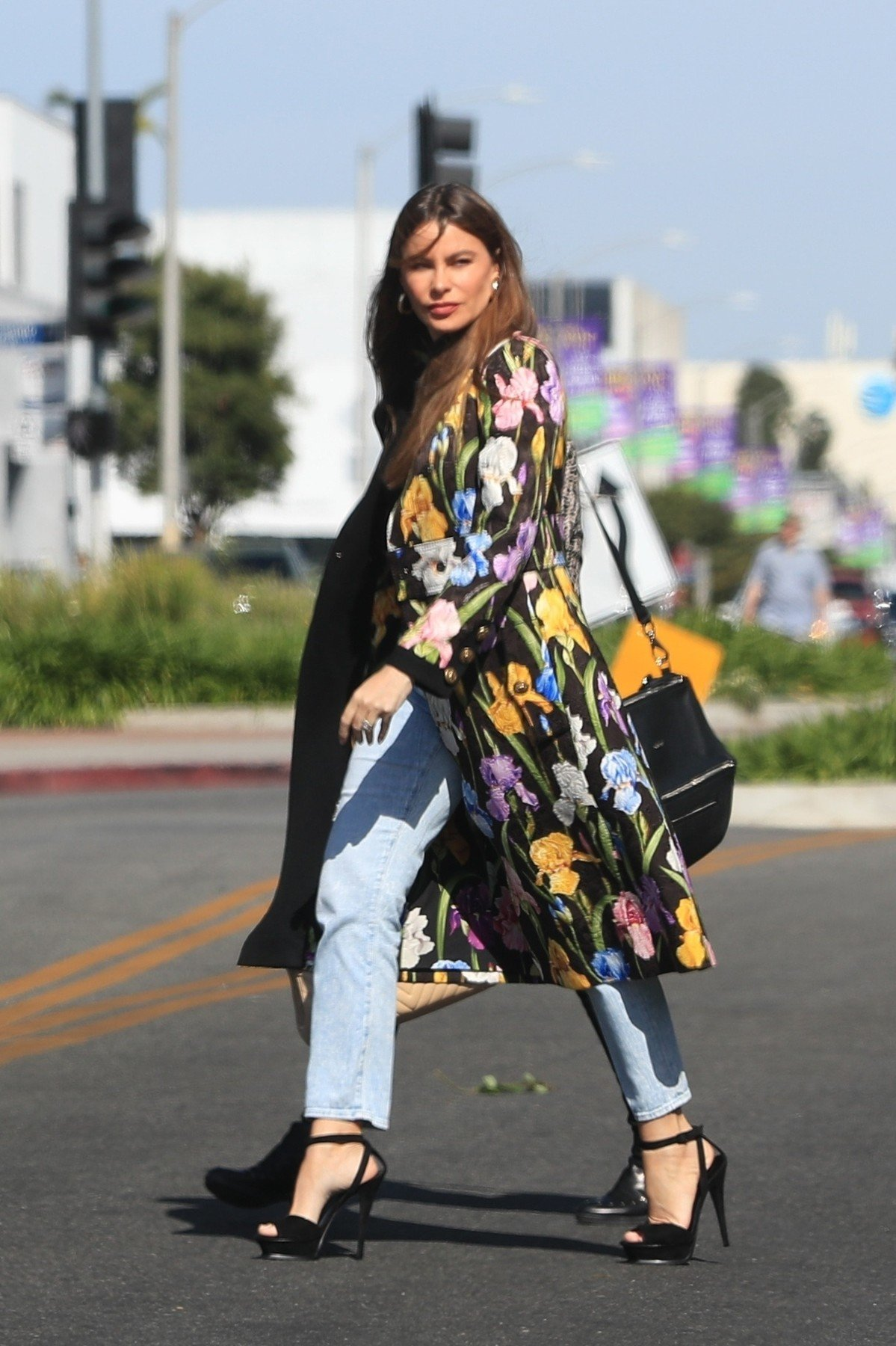 West Hollywood, CA  - Sofia Vergara looks colorful in a long floral print coat with jeans and black strappy heels for a shopping outing in West Hollywood with a girlfriend.  Pictured: Sofia Vergara  BACKGRID USA 15 APRIL 2019, Image: 426296507, License: Rights-managed, Restrictions: , Model Release: no, Credit line: Profimedia, Backgrid USA