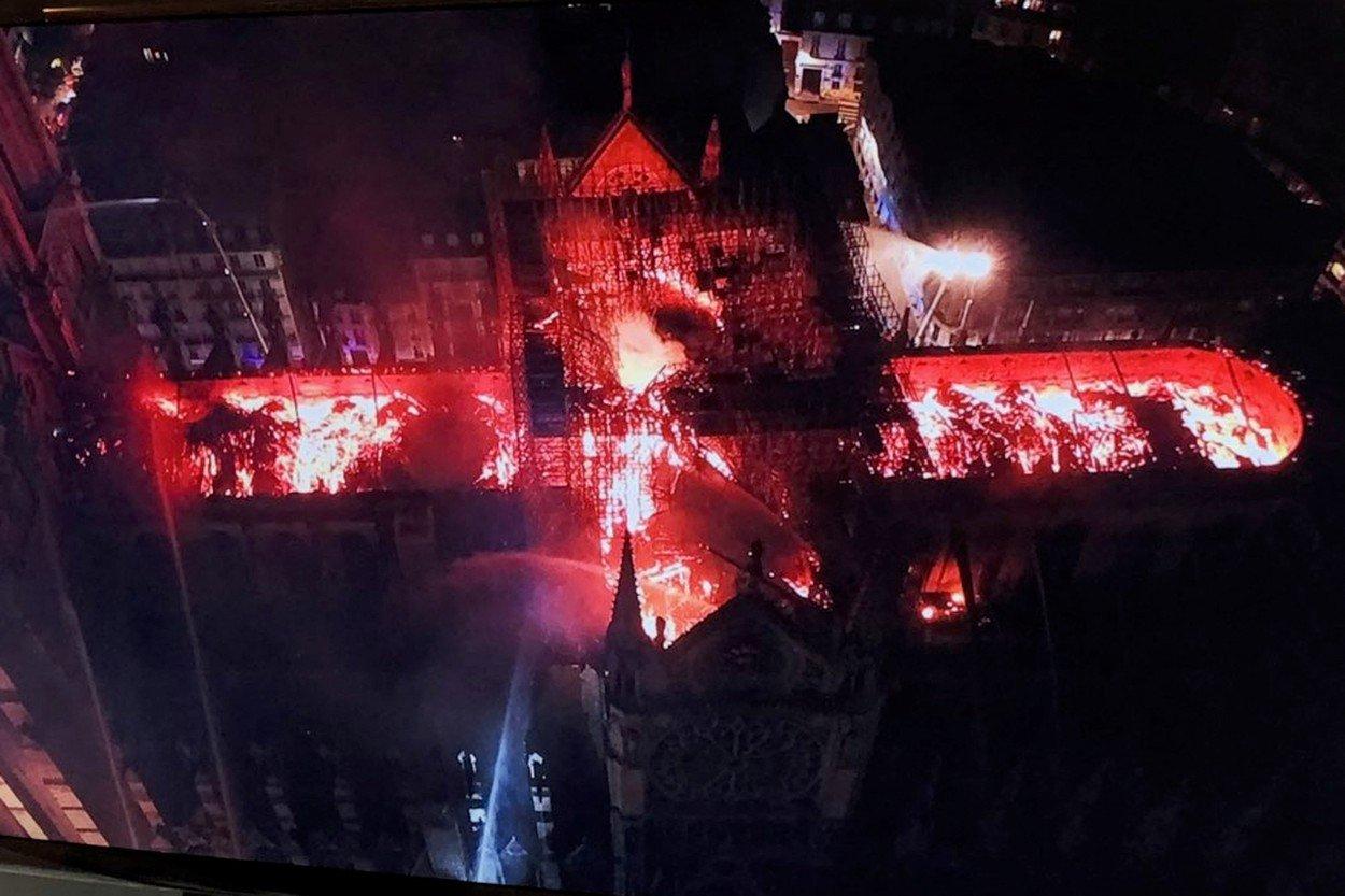Notre-Dame u plamenu, snimka iz zraka