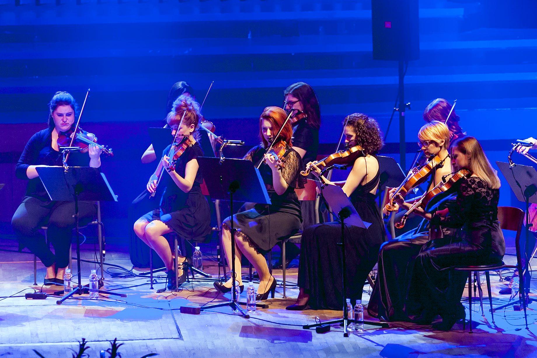 Zagreb, 140419. Koncertna dvorana Vatroslav Lisinski. Koncert Amire Medunjanin. Na fotografiji: violinistice. Foto: Tomislav Kristo / CROPIX