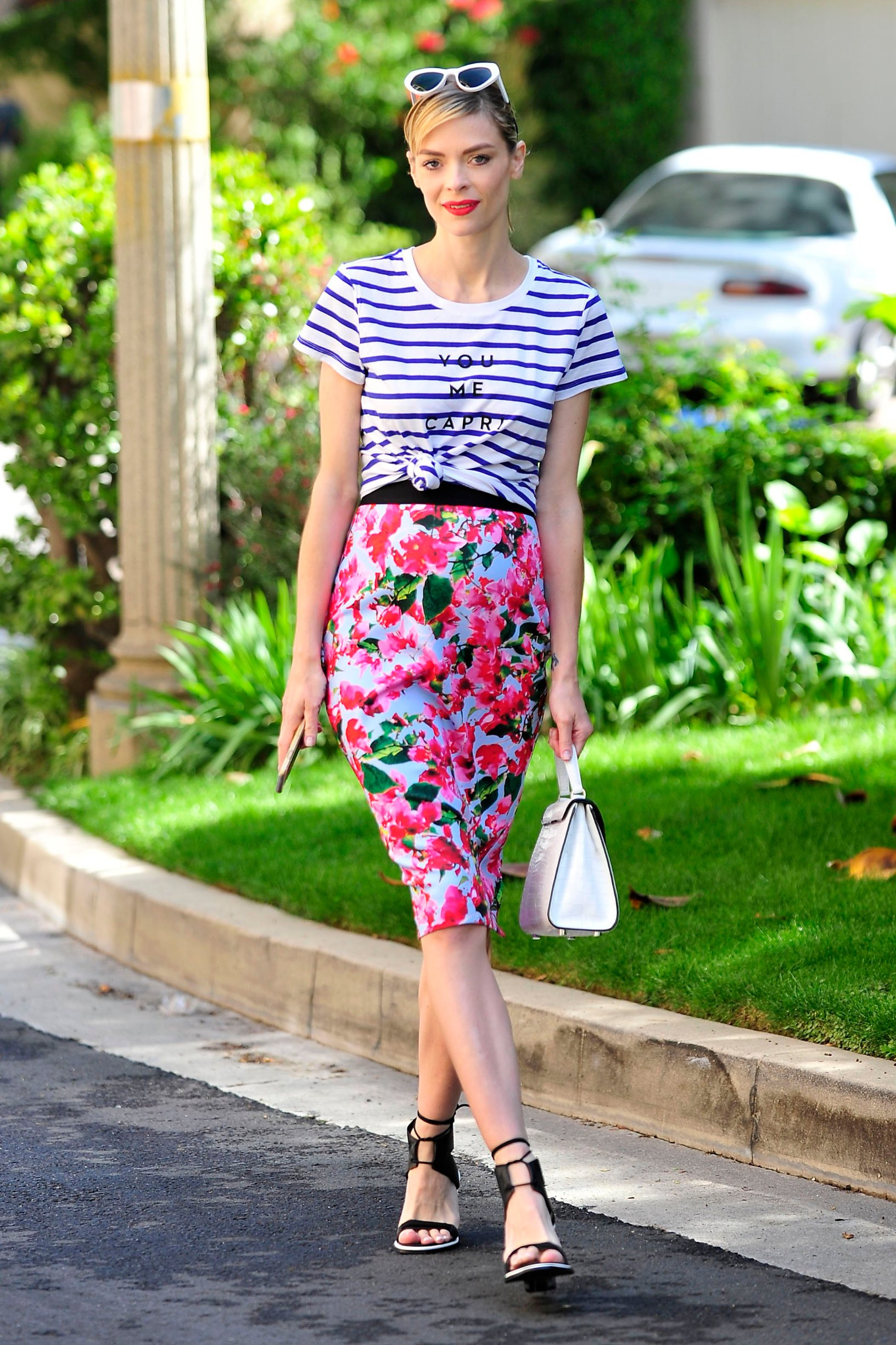 -Los Angeles, CA - 03/23/2105 - Jaime King looks like she is happy Spring is in the air, as she is walking onto the studio lot.  When asked who the skirt and top are, she said Kohl`s MILLY for DesigNation collection, available starting April 23rd. -PICTURED: Jaime King -, Image: 231062186, License: Rights-managed, Restrictions: , Model Release: no, Credit line: Profimedia, INSTAR Images