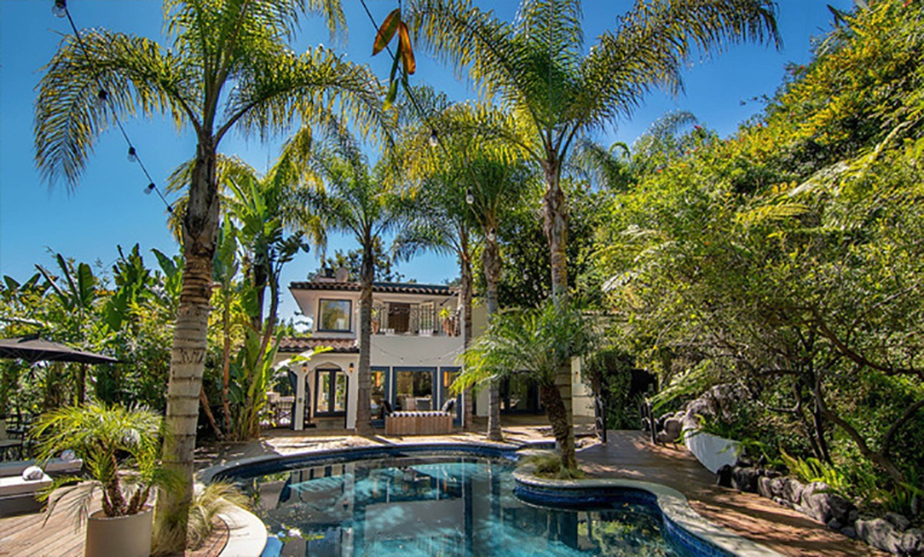 2-4-2019  Jessica Alba is looking to sell her home in Beverly Hills, Los Angeles for .195 million having recently purchased a larger house. With 5,300 square feet of living space, there are 5 bedrooms and 7 bathrooms. Built in the mid-1970s, the house sits on almost half of an acre of land behind large security gates.  Pictured: Jessica Alba's house, Image: 423690005, License: Rights-managed, Restrictions: , Model Release: no, Credit line: Profimedia, Planet