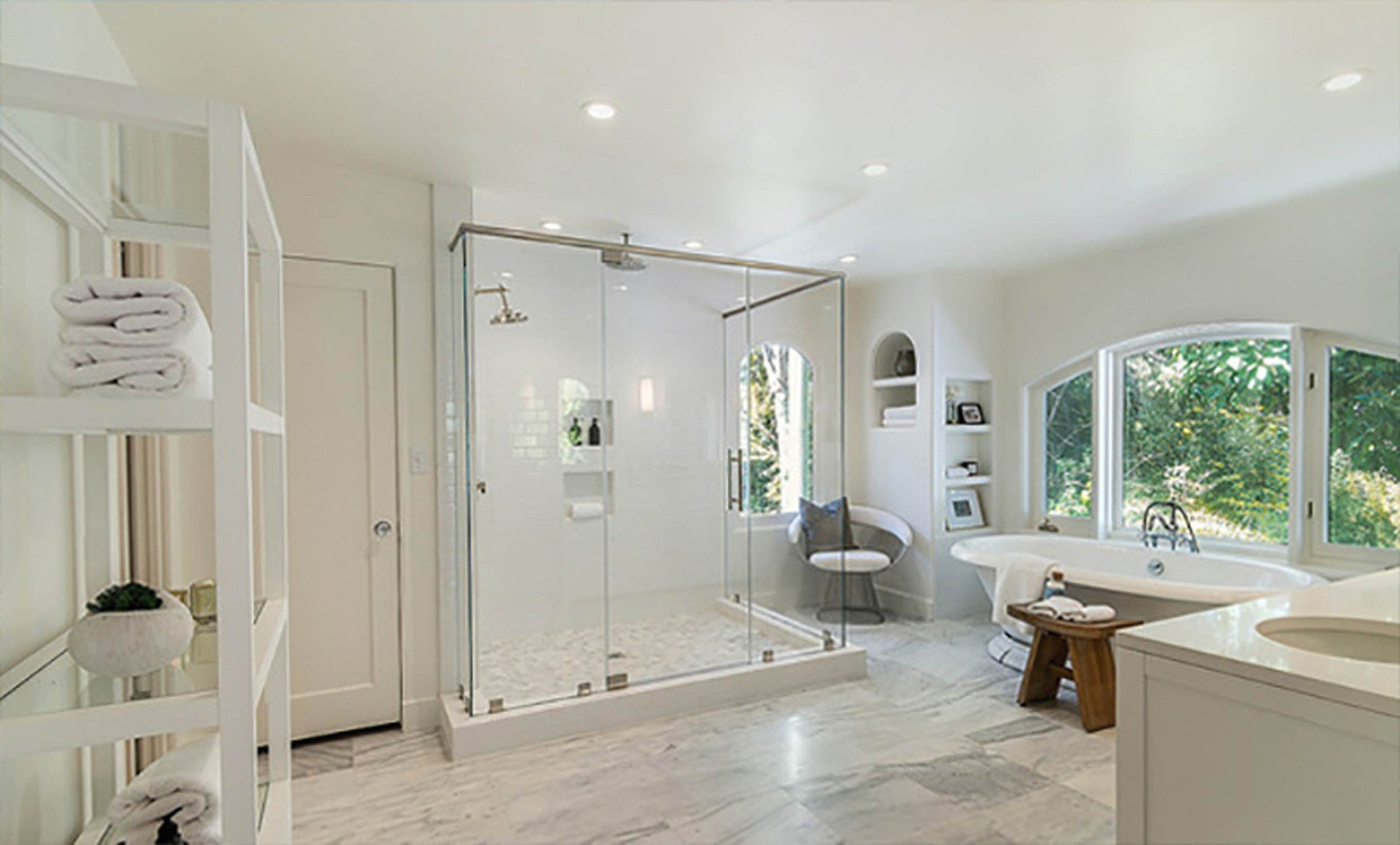 2-4-2019  Jessica Alba is looking to sell her home in Beverly Hills, Los Angeles for .195 million having recently purchased a larger house. With 5,300 square feet of living space, there are 5 bedrooms and 7 bathrooms. Built in the mid-1970s, the house sits on almost half of an acre of land behind large security gates.  Pictured: Jessica Alba's house, Image: 423690032, License: Rights-managed, Restrictions: , Model Release: no, Credit line: Profimedia, Planet