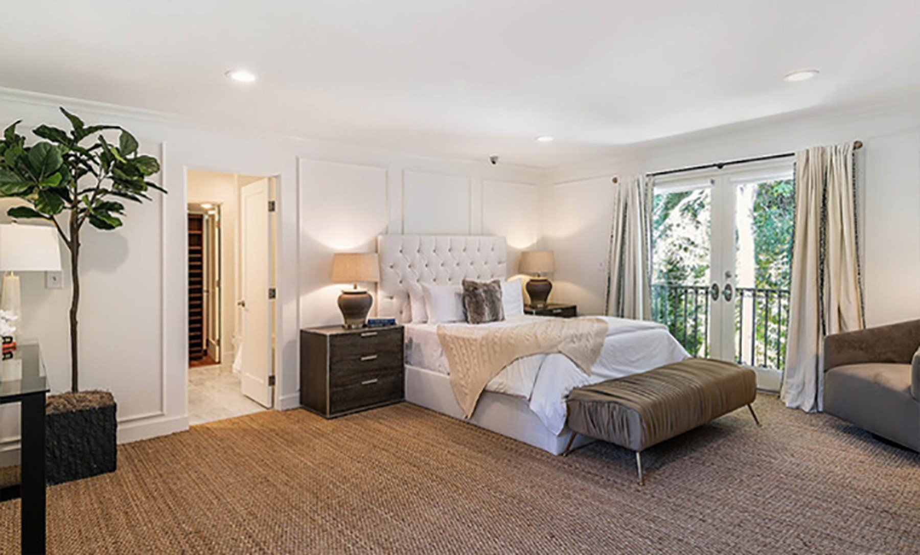 2-4-2019  Jessica Alba is looking to sell her home in Beverly Hills, Los Angeles for .195 million having recently purchased a larger house. With 5,300 square feet of living space, there are 5 bedrooms and 7 bathrooms. Built in the mid-1970s, the house sits on almost half of an acre of land behind large security gates.  Pictured: Jessica Alba's house, Image: 423690048, License: Rights-managed, Restrictions: , Model Release: no, Credit line: Profimedia, Planet