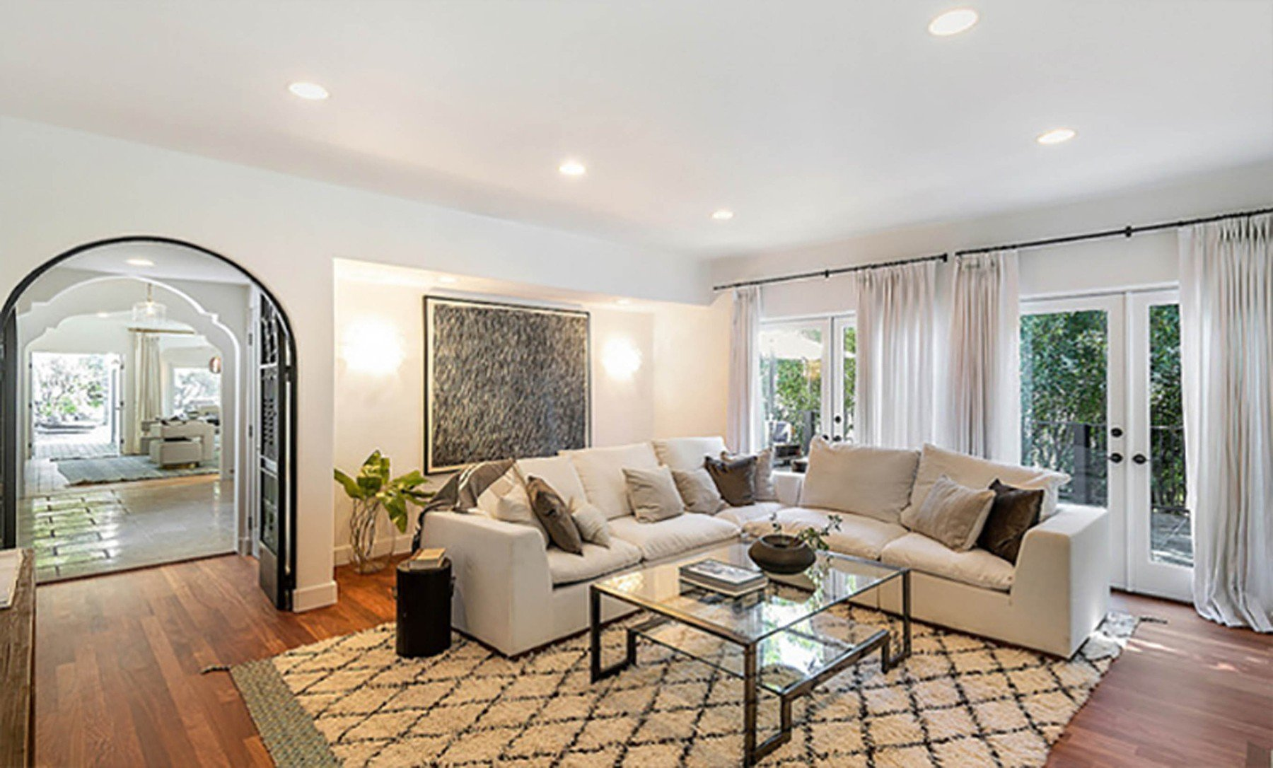 2-4-2019  Jessica Alba is looking to sell her home in Beverly Hills, Los Angeles for .195 million having recently purchased a larger house. With 5,300 square feet of living space, there are 5 bedrooms and 7 bathrooms. Built in the mid-1970s, the house sits on almost half of an acre of land behind large security gates.  Pictured: Jessica Alba's house, Image: 423690052, License: Rights-managed, Restrictions: , Model Release: no, Credit line: Profimedia, Planet