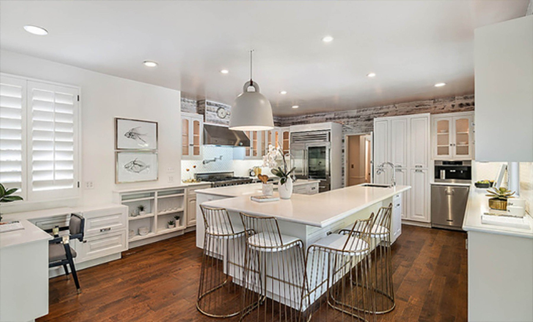 2-4-2019  Jessica Alba is looking to sell her home in Beverly Hills, Los Angeles for .195 million having recently purchased a larger house. With 5,300 square feet of living space, there are 5 bedrooms and 7 bathrooms. Built in the mid-1970s, the house sits on almost half of an acre of land behind large security gates.  Pictured: Jessica Alba's house, Image: 423690054, License: Rights-managed, Restrictions: , Model Release: no, Credit line: Profimedia, Planet