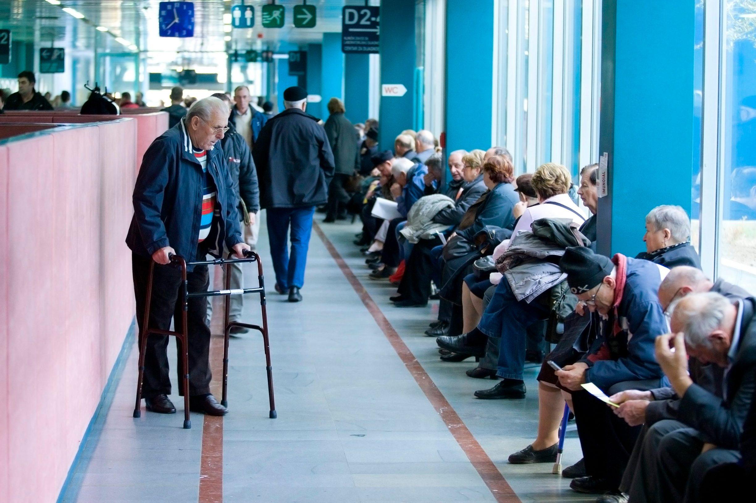 Pacijenti čekaju na red u bolnici