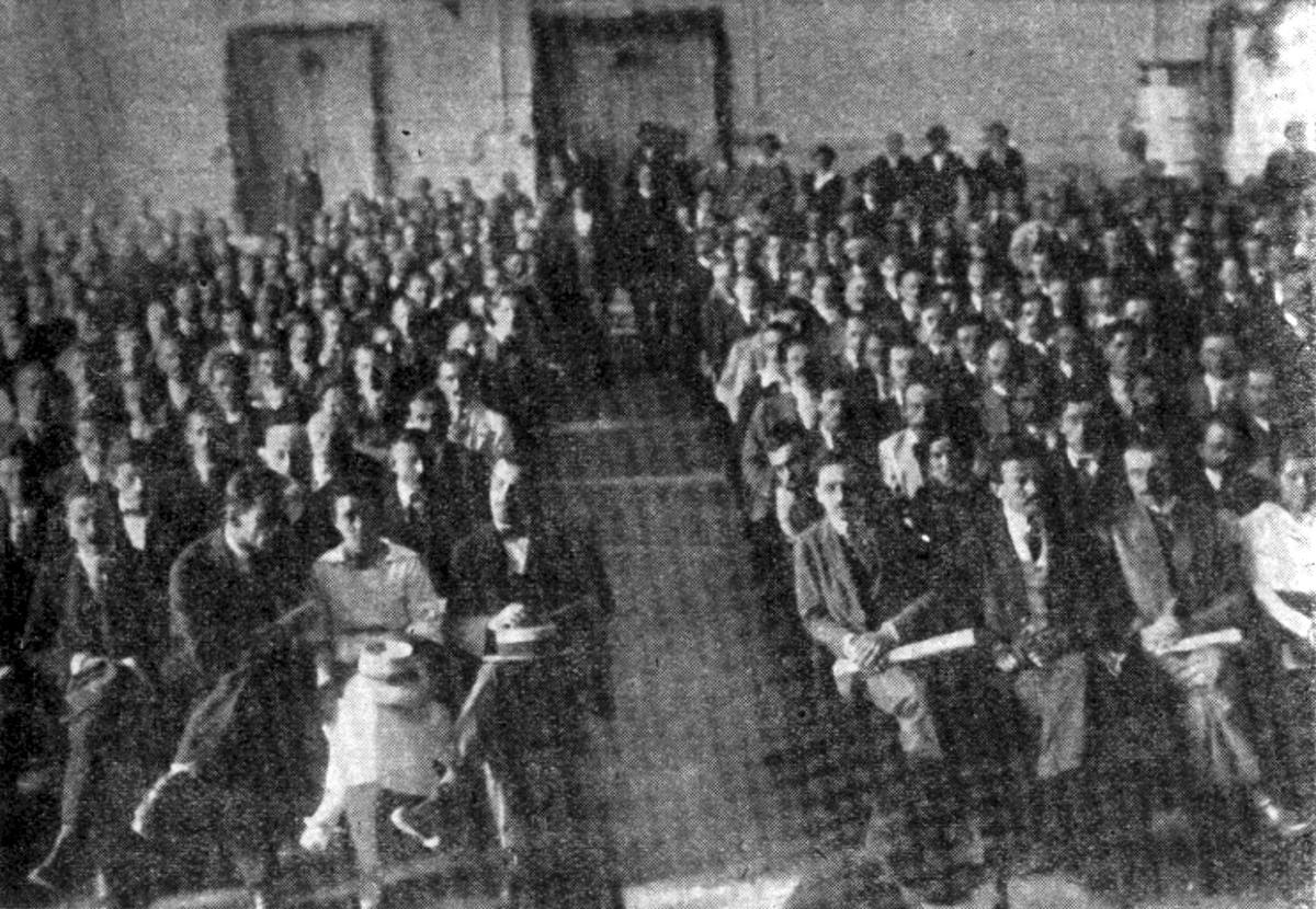 Delegati drugog kongresa KPJ juna 1920. godine u radničkom domu u Vukovaru