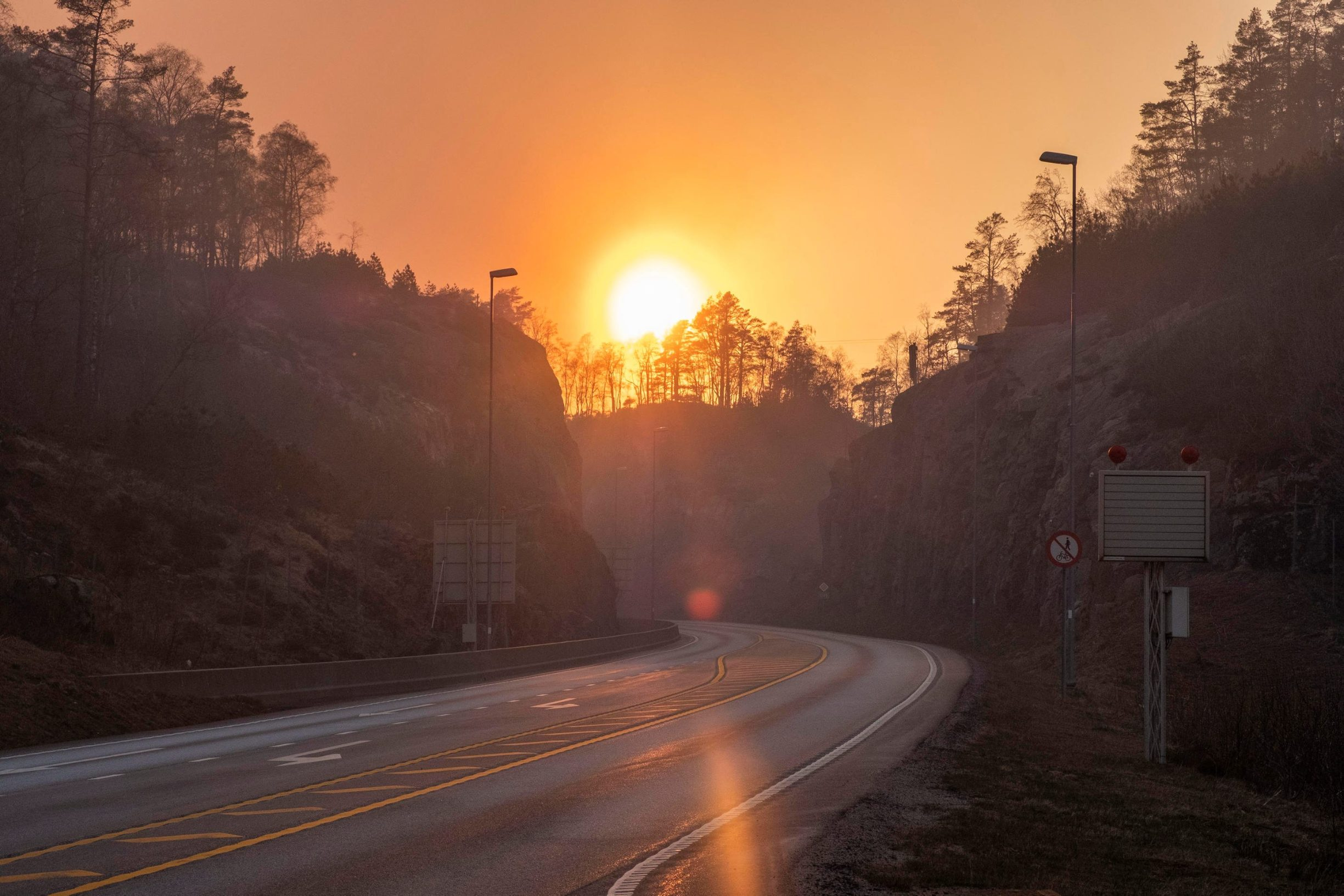 The smoke hangs along the road over Kvinesdalsheia mountain area as the forest fires broke in southern Norway, April 23, 2019. NTB Scanpix/Tor Erik Schroeder via REUTERS   ATTENTION EDITORS - THIS IMAGE WAS PROVIDED BY A THIRD PARTY. NORWAY OUT. NO COMMERCIAL OR EDITORIAL SALES IN NORWAY.