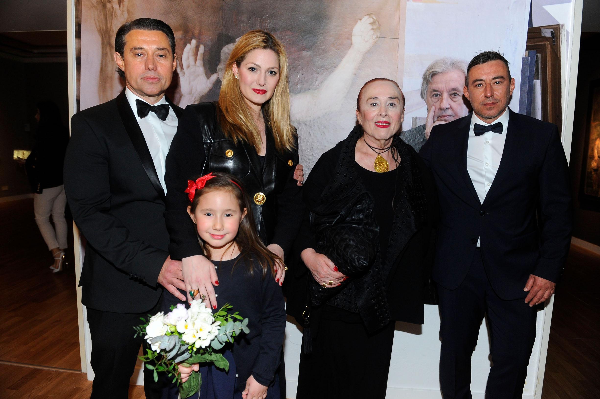 Obitelj Berber: Ensar , supruga Ira, kćer Mey, te Ada i Azer
