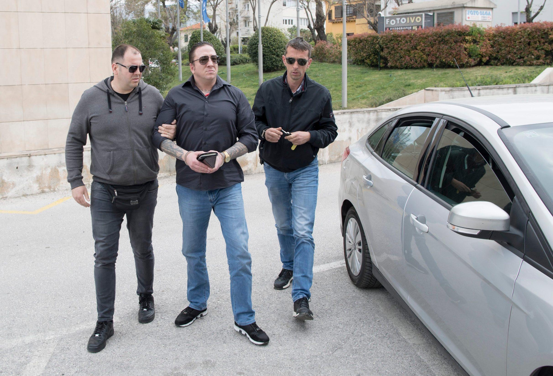 Ivan Giljanović Giljo u pratnji djelatnika PU