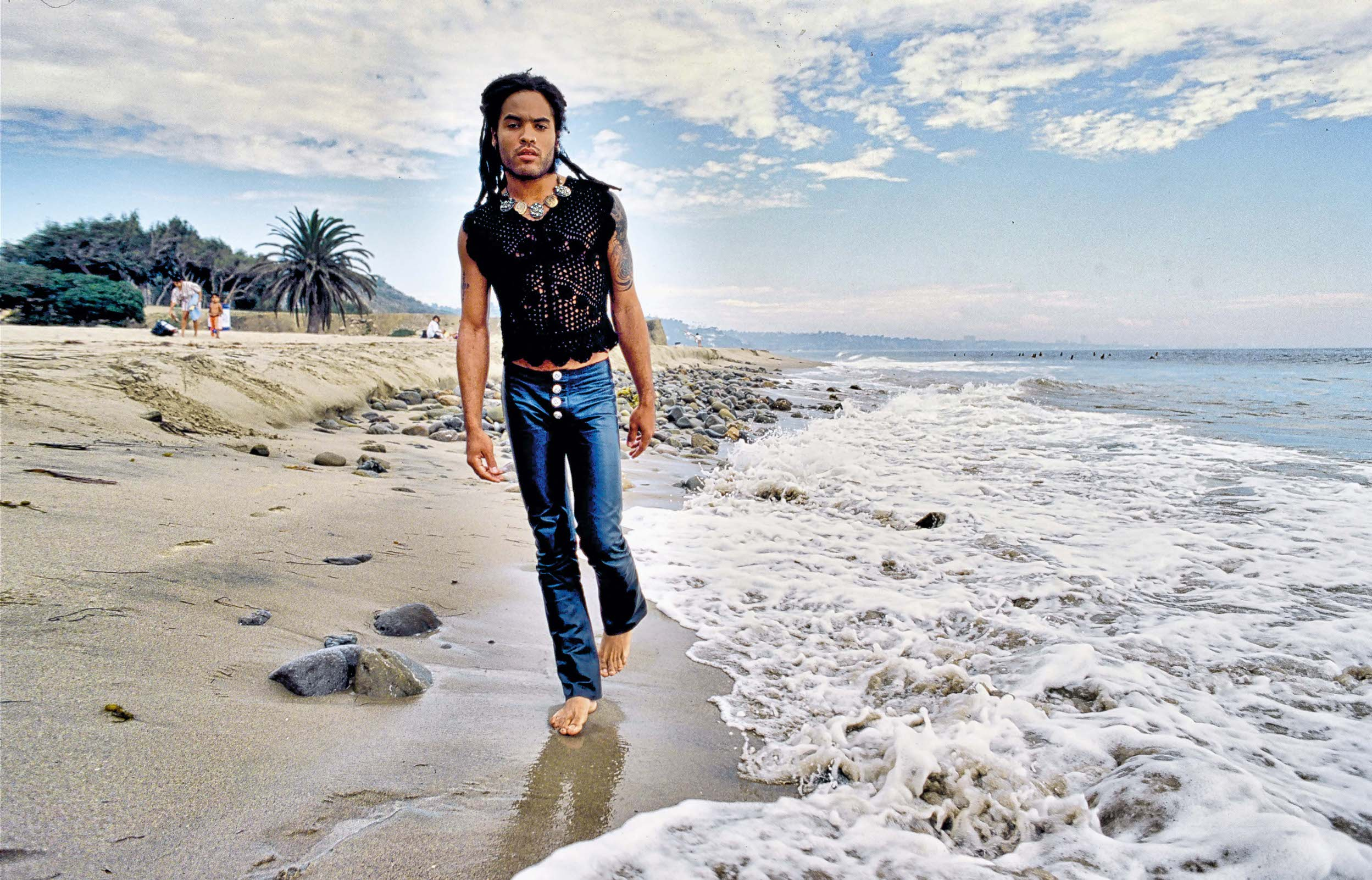 MALIBU, CA - SEPTEMBER 16 : Leonard AlbertKravitz, known as Lenny Kravitz(born May 26, 1964) is an American singer, songwriter, actor and record producer. Photographed near his home September 16, 1991 in Malibu, California (Photo by Paul Harris/Getty Images)